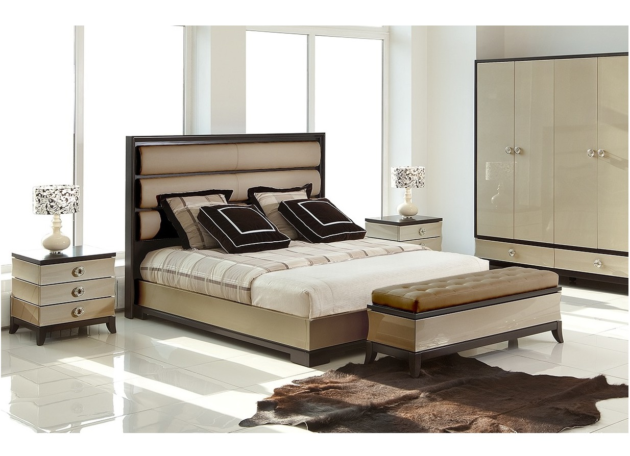 Кровать с решеткой PratoКровати с мягким изголовьем<br>Кровать с решеткой выполнена в стиле Ар деко.&amp;amp;nbsp;&amp;lt;div&amp;gt;&amp;lt;br&amp;gt;&amp;lt;/div&amp;gt;&amp;lt;div&amp;gt;Высокое изголовье обито бежевым велюром Moki-45.&amp;amp;nbsp;&amp;lt;div&amp;gt;Размер спального места 160*200 см.&amp;amp;nbsp;&amp;lt;/div&amp;gt;&amp;lt;div&amp;gt;Поставляется без матраса и без постельных принадлежностей.&amp;lt;/div&amp;gt;&amp;lt;/div&amp;gt;<br><br>Material: Кожа<br>Width см: 180<br>Depth см: 219<br>Height см: 141