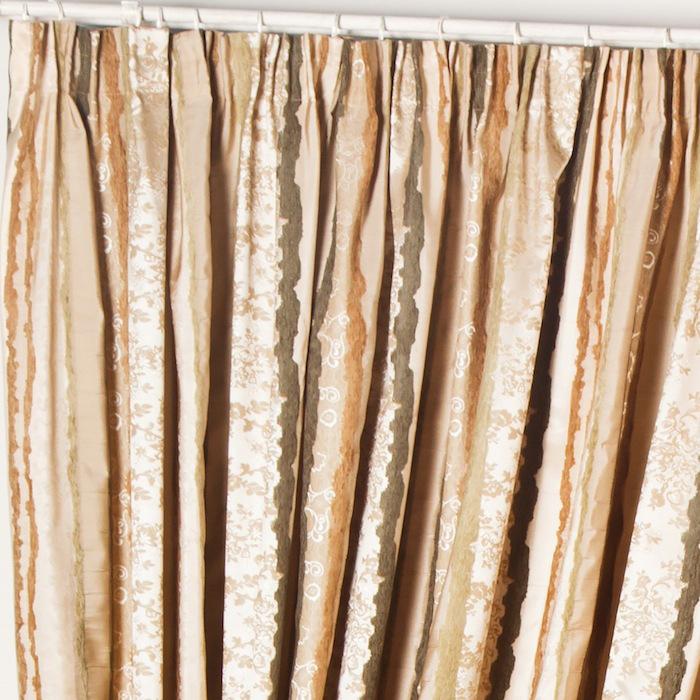 Комплект штор Мадрид (2 шт.)Шторы<br>&amp;lt;div&amp;gt;Комплект штор на универсальной шторной ленте из жаккардовой портьерной ткани.&amp;amp;nbsp;&amp;lt;/div&amp;gt;&amp;lt;div&amp;gt;&amp;lt;br&amp;gt;&amp;lt;/div&amp;gt;&amp;lt;div&amp;gt;В комплект входят декоративные подхваты.&amp;amp;nbsp;&amp;lt;/div&amp;gt;&amp;lt;div&amp;gt;Состав ткани 100% ПЭ.&amp;amp;nbsp;&amp;lt;/div&amp;gt;&amp;lt;div&amp;gt;Защита от солнца 8 из 10.&amp;amp;nbsp;&amp;lt;/div&amp;gt;<br><br>Material: Текстиль<br>Width см: 170<br>Height см: 270