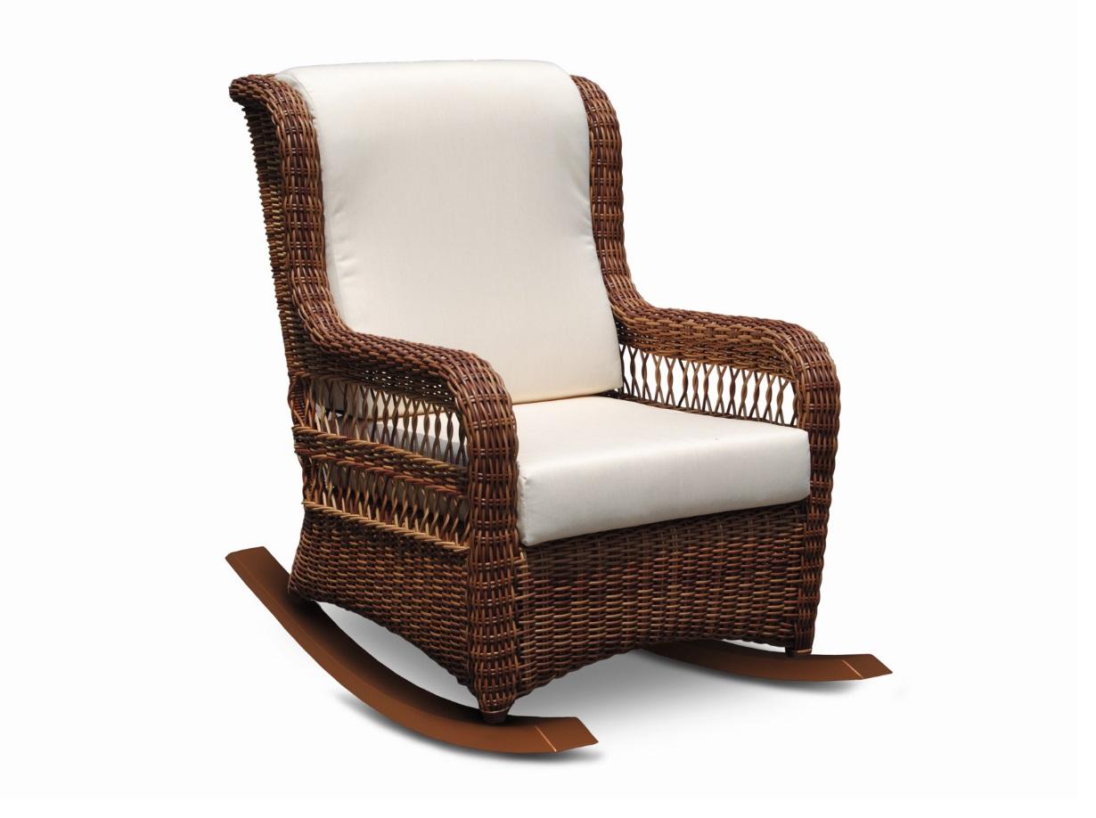 Кресло-качалка EbonyКресла для сада<br>Форма этого кресла слегка напоминает своих каминных собратьев из Англии. Сплетенное из ротанга и поставленное на деревянные полозья оно выглядит слегка иронично, но, прежде всего, невероятно удобно. Цвет подушек - canvas velum (бежевый)<br>Цвет плетения: red pulut<br><br>Material: Ротанг<br>Length см: 67.0<br>Width см: 103.0<br>Depth см: None<br>Height см: 103.0<br>Diameter см: None
