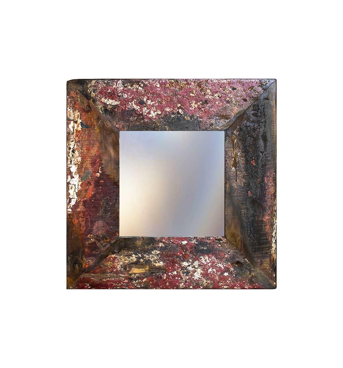 Зеркало Свет мой зеркальцеНастенные зеркала<br>Зеркало выполнено из фрагментов настоящего рыболовецкого судна, возраст которого 20-40 лет. Окрас сохранён оригинальный.<br><br>Material: Тик<br>Width см: 60<br>Depth см: 4<br>Height см: 60