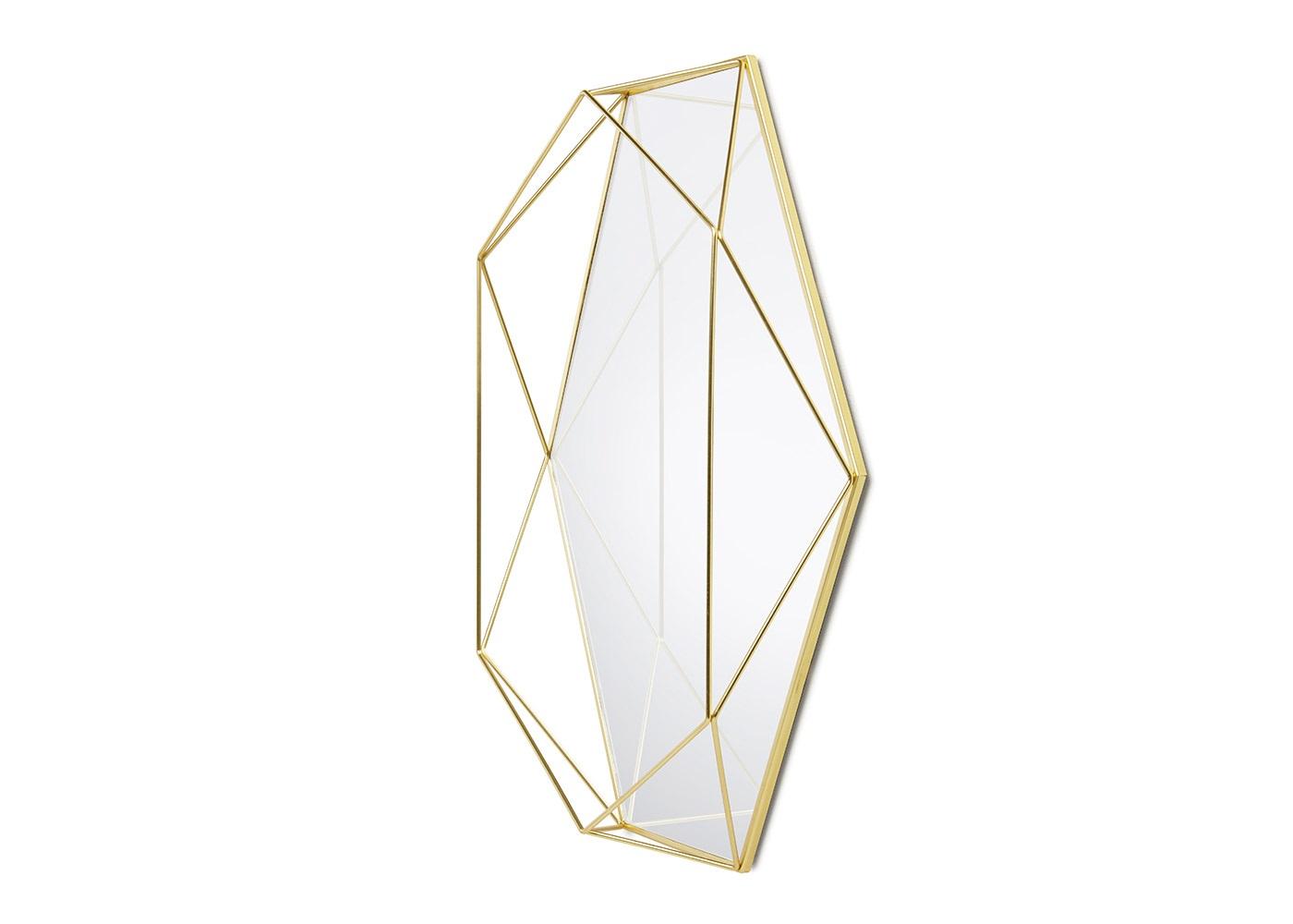 Зеркало декоративное prismaНастенные зеркала<br>Пополнение семейства Prisma: изделия из стальной проволоки выглядят эффектно и футуристично, постоянно привлекая внимание гостей. Легкие, не собирающие пыль и легко перемещающиеся и трансформирующиеся украшения могут стать изюминкой интерьера. Помимо декора и рамок, бренд Umbra представляет зеркало: оно как будто имеет огранку из стальной проволоки и благодаря её геометрической форме выглядит как драгоценность. Оригинальное решение для любого интерьера.<br><br>Material: Стекло<br>Ширина см: 43<br>Высота см: 58<br>Глубина см: 8