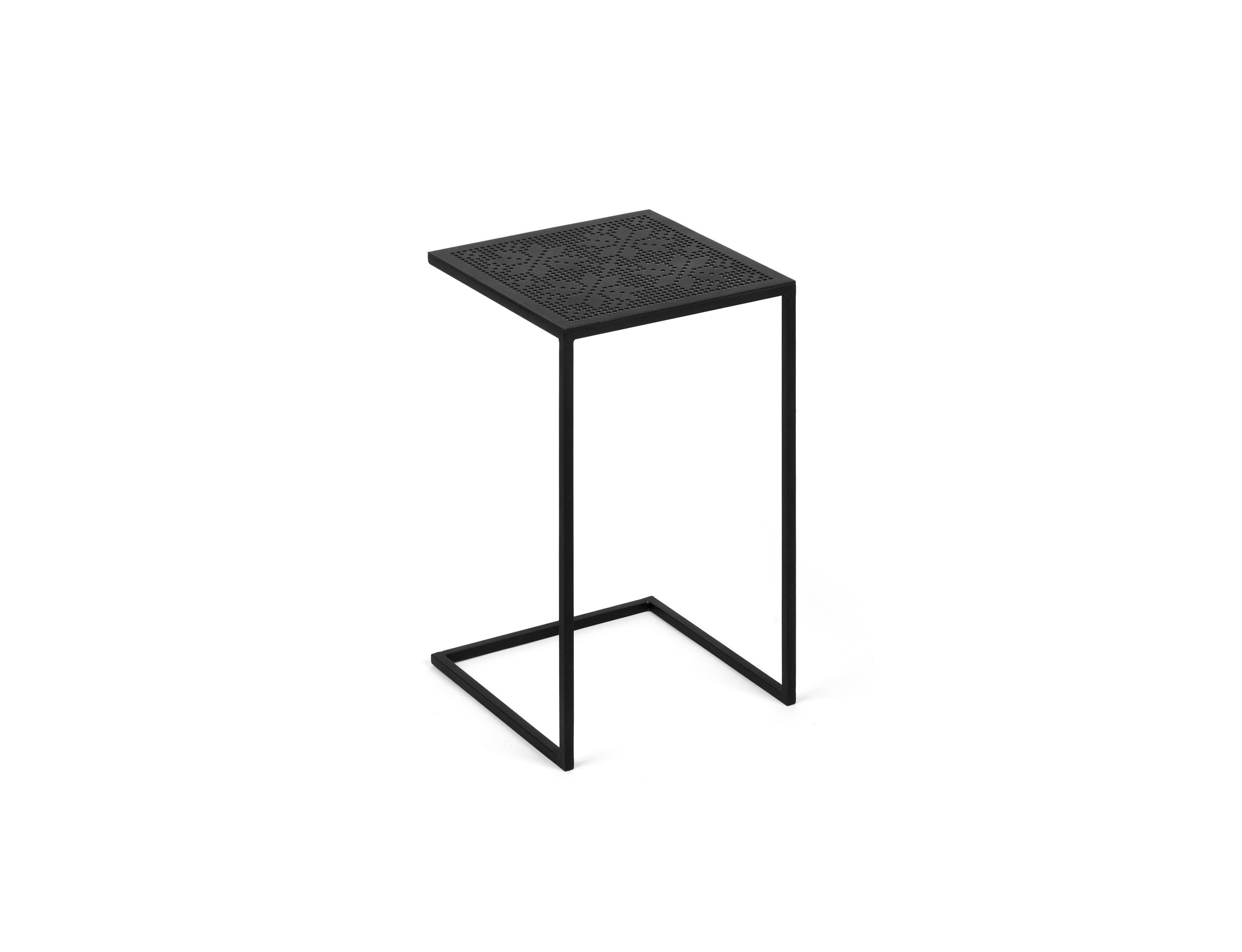 Столик Четыре звездыПриставные столики<br>Наш любимый стол для работы за компьютером! Комфортная высота идеально подходит для размещения ноутбука около дивана, а в нерабочее время стол остается украшением интерьера.&amp;amp;nbsp;<br><br>Material: Металл<br>Width см: 30<br>Depth см: 30<br>Height см: 50