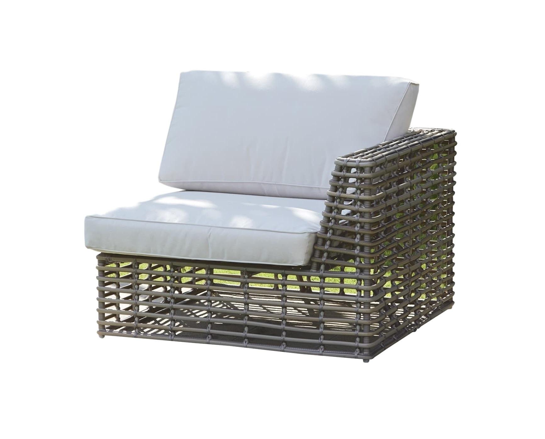 Правый модуль CastriesКомплекты уличной мебели<br>&amp;lt;div&amp;gt;Правый модуль дивана Castries&amp;lt;br&amp;gt;&amp;lt;/div&amp;gt;&amp;lt;div&amp;gt;&amp;lt;br&amp;gt;&amp;lt;/div&amp;gt;Садовая мебель испанской фабрики Skyline Design  делается в ручную. Основной материал – очень прочное синтетическое волокно Viro или Rehau, внешне похожее на ротанг. Материал не теряет своих качеств со временем, устойчив к перепадам температуры (до -70 С), осадкам и солнечному излучению.<br><br>Material: Искусственный ротанг<br>Ширина см: 99<br>Высота см: 66<br>Глубина см: 99