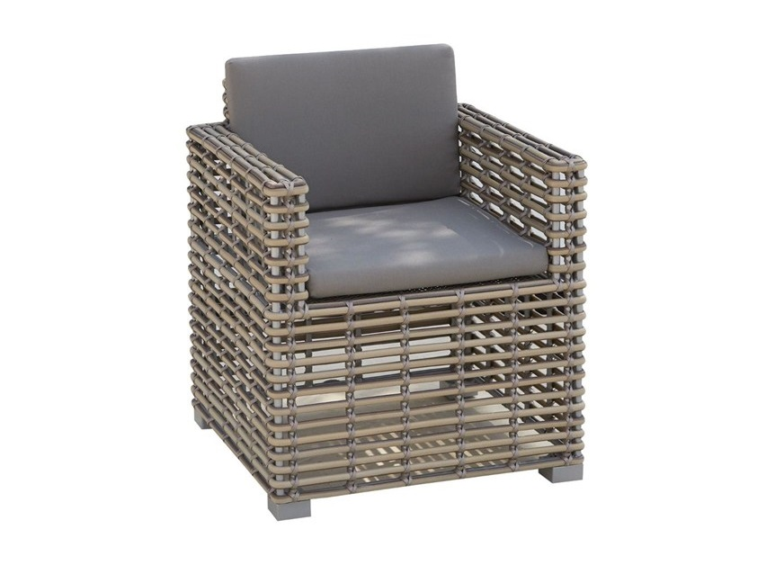 Кресло обеденное CastriesКресла для сада<br>Садовая мебель испанской фабрики Skyline Design  делается в ручную. Основной материал – очень прочное синтетическое волокно Viro или Rehau, внешне похожее на ротанг. Материал не теряет своих качеств со временем, устойчив к перепадам температуры (до -70 С), осадкам и солнечному излучению.<br><br>Material: Искусственный ротанг<br>Ширина см: 66<br>Высота см: 77<br>Глубина см: 66