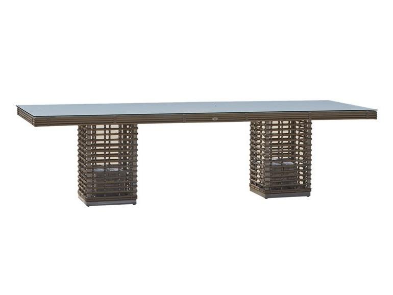Стол обеденный  CastriesСтолы и столики для сада<br>Садовая мебель испанской фабрики Skyline Design  делается в ручную. Основной материал – очень прочное синтетическое волокно Viro или Rehau, внешне похожее на ротанг. Материал не теряет своих качеств со временем, устойчив к перепадам температуры (до -70 С), осадкам и солнечному излучению.<br><br>Material: Искусственный ротанг<br>Ширина см: 280<br>Высота см: 74<br>Глубина см: 100