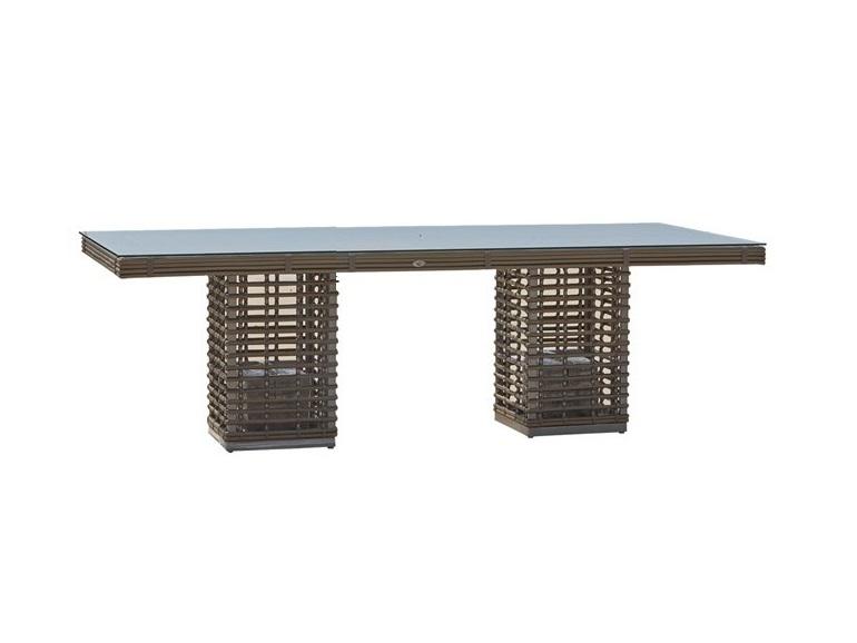 Стол обеденный  CastriesСтолы и столики для сада<br>Садовая мебель испанской фабрики Skyline Design  делается в ручную. Основной материал – очень прочное синтетическое волокно Viro или Rehau, внешне похожее на ротанг. Материал не теряет своих качеств со временем, устойчив к перепадам температуры (до -70 С), осадкам и солнечному излучению.<br><br>Material: Искусственный ротанг<br>Ширина см: 220<br>Высота см: 74<br>Глубина см: 100