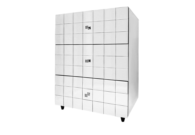 Комод QuadroЗеркальные комоды<br>Зеркальный комод Quadro — современный, стильный и ультрамодный предмет мебели, который непременно украсит Ваш дом, сделает его визуально просторнее и светлее. Благодаря зеркальной поверхности выглядит весьма эффектно. Кроме эстетической стороны, комод является очень практичным предметом мебели: внутренний объём комода используется на все 100% благодаря трем вместительным выдвижным ящикам. Добавьте изыск Вашему дому!<br><br>Material: Стекло<br>Width см: 70<br>Depth см: 50<br>Height см: 100