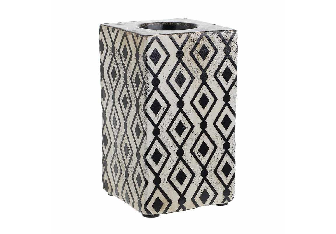 Подсвечник DreadaПодсвечники<br><br><br>Material: Керамика<br>Ширина см: 7.5<br>Высота см: 13.5<br>Глубина см: 7.5