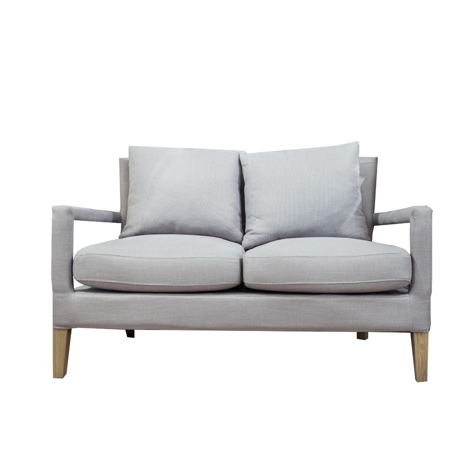 Диван ДжимДвухместные диваны<br>Serenity, что в переводе означает &amp;quot;спокойствие&amp;quot;, был назван цветом 2016 года по версии Pantone. Этот диван цвета безмятежности не только уютный, но и необычайно стильный. Минималистичный дизайн, мягкие подушки и необычные детали - дизайнеры голландского бренда Eiccholtz совместили в этой модели самое лучшее.<br><br>Material: Текстиль<br>Width см: 127<br>Depth см: 82<br>Height см: 81
