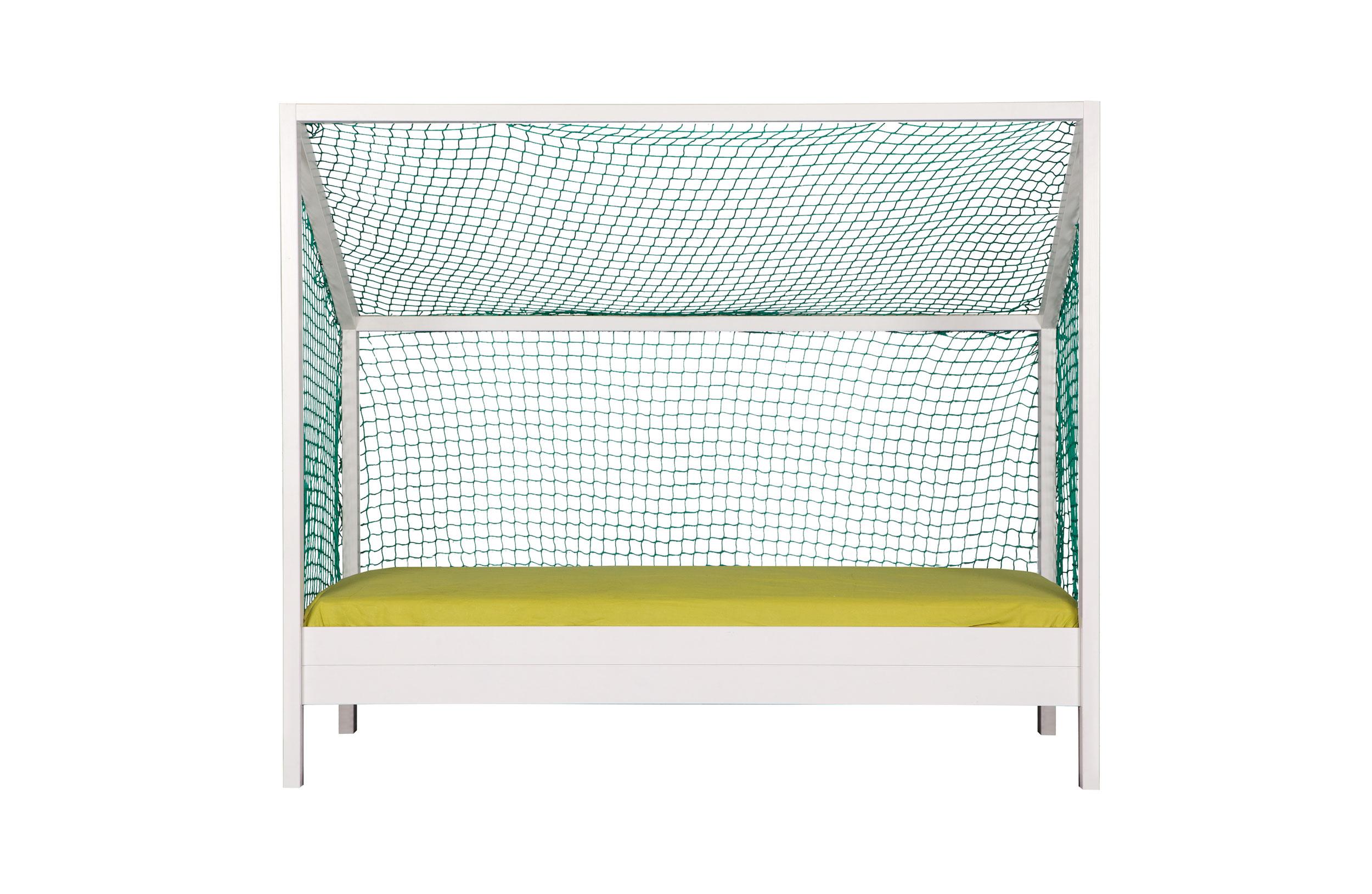 Кровать футбольные ворота Football BedДетские кроватки<br>&amp;lt;div&amp;gt;Football Bed создана специально для активных и увлеченных подростков. Юные поклонники самого популярного вида спорта по достоинству оценят ее, представляя себя новым Яшиным или Месси. Кровать выполнена в виде футбольных ворот, но их каркас изготовлен не из металла, а из натурального дерева. Этот предмет мебели идеален для тематического интерьера детской комнаты.&amp;lt;br&amp;gt;&amp;lt;/div&amp;gt;&amp;lt;div&amp;gt;&amp;lt;br&amp;gt;&amp;lt;/div&amp;gt;&amp;lt;div&amp;gt;Цвет: белый.&amp;amp;nbsp;&amp;lt;/div&amp;gt;&amp;lt;div&amp;gt;Размеры: 209х175х90см.&amp;amp;nbsp;&amp;lt;/div&amp;gt;&amp;lt;div&amp;gt;&amp;lt;span style=&amp;quot;background-color: rgb(245, 245, 245);&amp;quot;&amp;gt;Без решетки и матраса&amp;lt;/span&amp;gt;&amp;lt;br&amp;gt;&amp;lt;/div&amp;gt;&amp;lt;div&amp;gt;Поставляется в разобранном виде в плоской упаковке с подробной инструкцией по сборке. <br>Легко собрать самостоятельно.&amp;lt;/div&amp;gt;<br><br>Material: Текстиль<br>Ширина см: 90<br>Высота см: 175