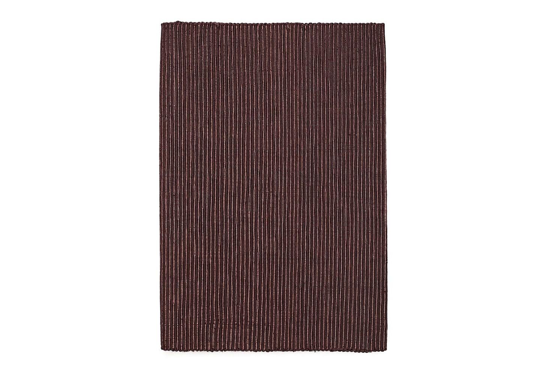 Дорожка ФестСкатерти<br>Нарядная дорожка на стол выполнена из хлопка с блестящей ниткой люрекса.&amp;amp;nbsp;&amp;lt;div&amp;gt;Основной цвет - темный шоколад, люрекс цвет бронза.&amp;lt;/div&amp;gt;<br><br>Material: Хлопок<br>Length см: None<br>Width см: 33<br>Depth см: 140<br>Height см: None<br>Diameter см: None