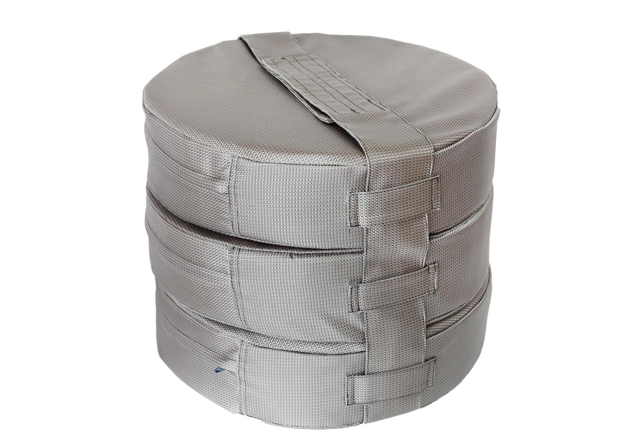 Подушка на пол Silver (3шт)Форменные пуфы<br>Мягкие и очень удобные подушки на пол из водооталкивающей ткани с наполнителем из поролона станут функциональным предметом для комфортного отдыха. Контраст вставки с основным цветом изделия добавит изюминку в ваше пространство! Подушка сшита из очень плотной ткани с водооталкивающей пропиткой с внешней стороны, поэтому идеально подойдет для уличного декора. Набор подушек удобно хранить и перевозить в машине, за счет компактной упаковки. При загрязнении ее достаточно протереть влажной салфеткой!&amp;nbsp;Размер каждой подушки 10х40 см.&amp;nbsp;<br><br>kit: None<br>gender: None