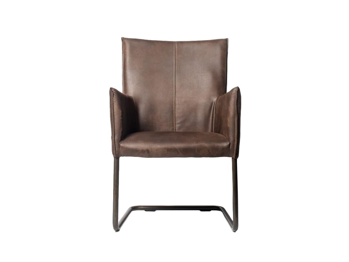 Кресло CooperИнтерьерные кресла<br>Кресло с отделкой из высококачественной экозамши. Удобная спинка и подлокотники для создания комфортного пребывания за рабочим местом в течение долгого времени. Возможные отделки: коричневая или серая кожа.<br><br>Material: Экокожа<br>Length см: None<br>Width см: 60<br>Depth см: 62<br>Height см: 94<br>Diameter см: None