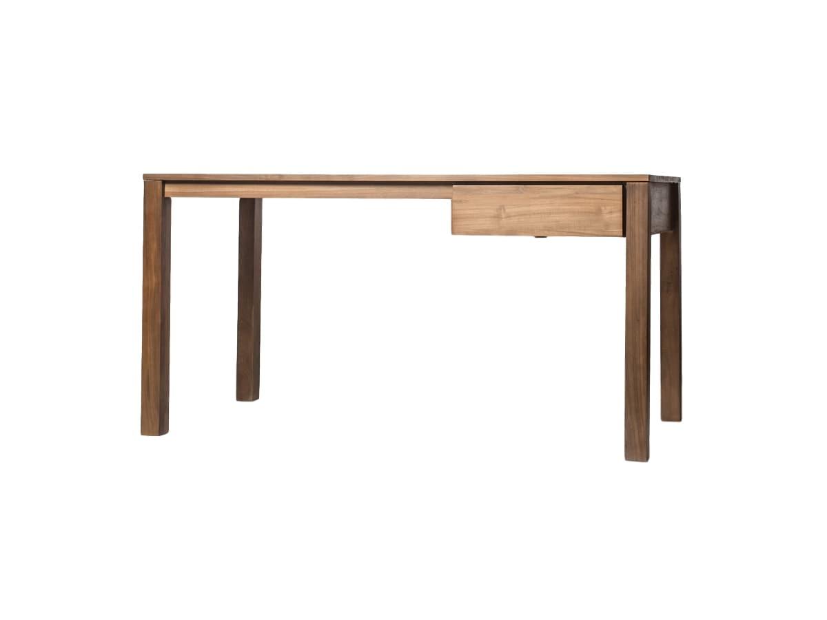 Стол письменный SolidПисьменные столы<br>Залог успешной работы и продуктивного творчества – правильно организованное рабочее место. И столу в этом вопросе необходимо уделить едва ли не главное внимание.&amp;amp;nbsp;<br><br>Material: Тик<br>Length см: None<br>Width см: 150<br>Depth см: 70<br>Height см: 76<br>Diameter см: None