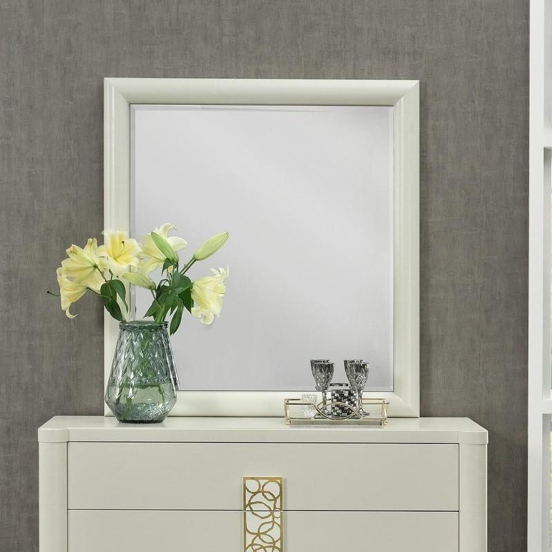 Зеркало TrentoНастенные зеркала<br>Зеркало в квадратной раме дополнит интерьер вашего дома.<br><br>Material: МДФ<br>Width см: 95<br>Depth см: 5<br>Height см: 95