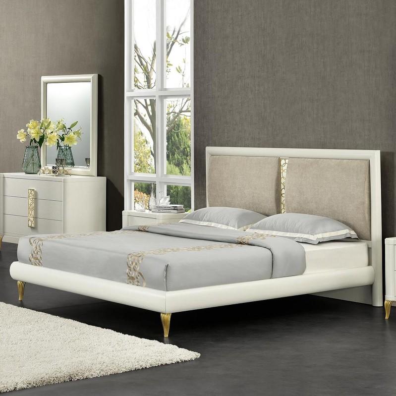 Кровать с решеткой TrentoДеревянные кровати<br>Кровать на изогнутых резных ножкахо.  Мягкое изголовье разделено изящным золотым кружевным декором на две подушки.&amp;amp;nbsp;&amp;lt;div&amp;gt;&amp;lt;br&amp;gt;&amp;lt;/div&amp;gt;&amp;lt;div&amp;gt;Размер спального места 160*200 см.&amp;amp;nbsp;&amp;lt;/div&amp;gt;&amp;lt;div&amp;gt;Поставляется без матраса и без постельных принадлежностей.&amp;lt;/div&amp;gt;<br><br>Material: МДФ<br>Width см: 177<br>Depth см: 211<br>Height см: 118