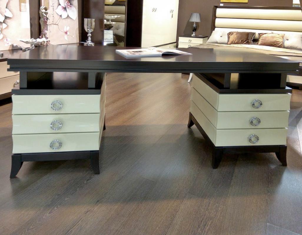 Письменный стол PratoПисьменные столы<br>Письменный стол. Оснащен 2  тумбами с выдвижными ящиками.<br><br>Material: МДФ<br>Ширина см: 170<br>Высота см: 78<br>Глубина см: 65