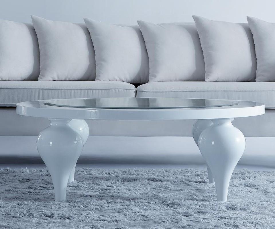 Журнальный столик PalermoЖурнальные столики<br>Журнальный стол с овальным топом выполнен в современном стиле. Отделка  бежево-серый глянцевый лак Khaki. Центральная часть столешницы выполнена из стекла. Сделан из высококачественного МДФ высокой плотности и массива дерева.<br><br>Material: МДФ<br>Высота см: 40