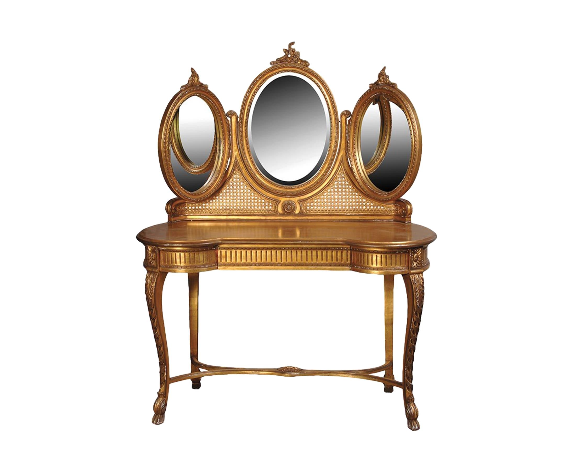 Туалетный столТуалетные столики<br>Туалетный стол коллекции &amp;quot;Версаль&amp;quot; &amp;amp;mdash; сам говорит за себя, тройное зеркало, декорировано ротангом. Необычная форма столешницы добавит в Ваш интерьер шик и изысканность.<br><br>Material: Красное дерево<br>Width см: 124<br>Depth см: 53<br>Height см: 152