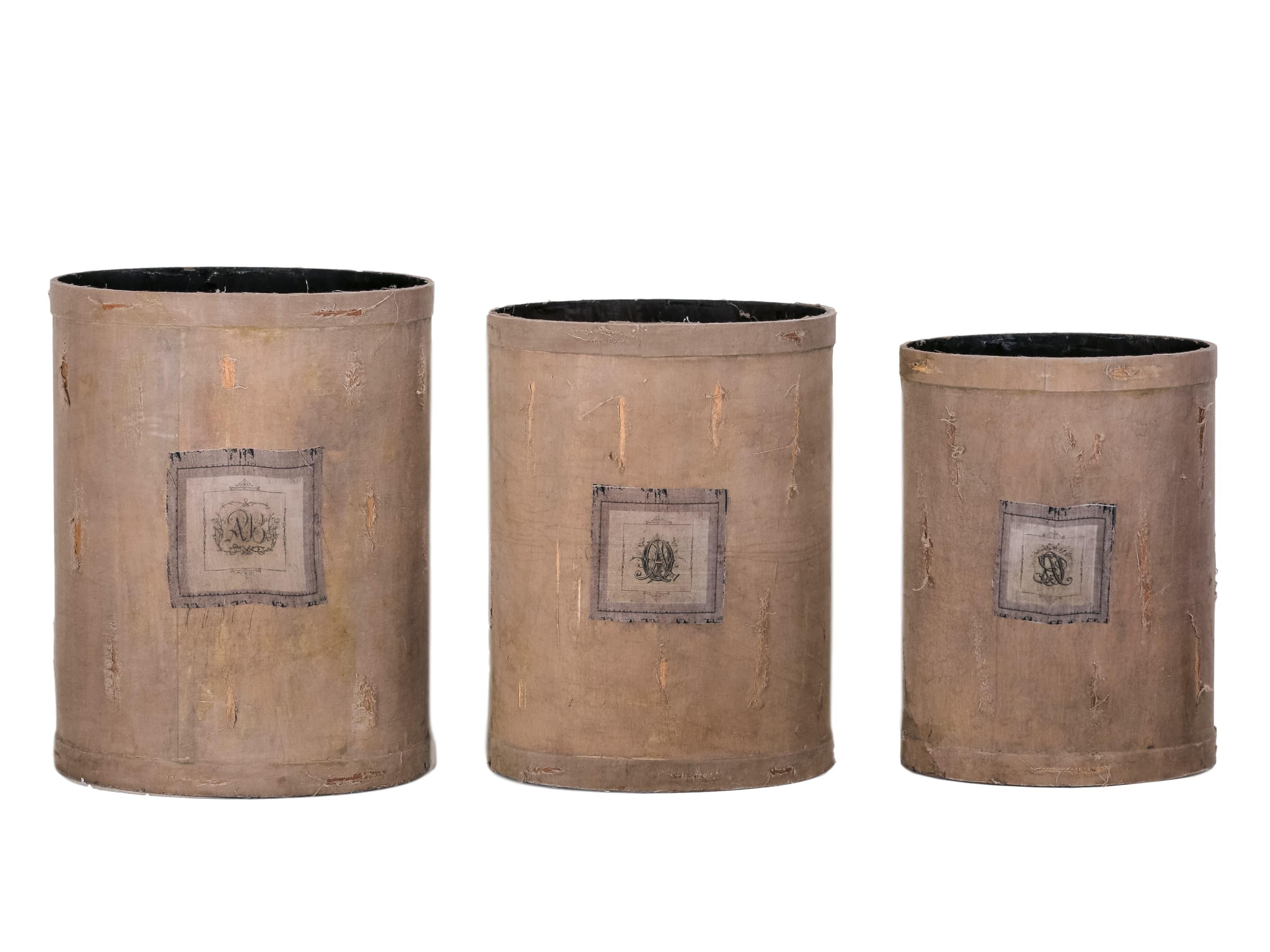 Ваза (3шт)Вазы<br>Комплект из трех ваз разного размера, декорированных состаренной тканью с принтом.&amp;lt;div&amp;gt;&amp;lt;br&amp;gt;&amp;lt;/div&amp;gt;&amp;lt;div&amp;gt;Размеры:&amp;amp;nbsp;&amp;lt;/div&amp;gt;&amp;lt;div&amp;gt;1)34x32x28 см&amp;amp;nbsp;&amp;lt;/div&amp;gt;&amp;lt;div&amp;gt;2)44x41x38 см&amp;lt;/div&amp;gt;&amp;lt;div&amp;gt;3)25,4x23x20 см&amp;lt;br&amp;gt;&amp;lt;/div&amp;gt;<br><br>Material: Текстиль