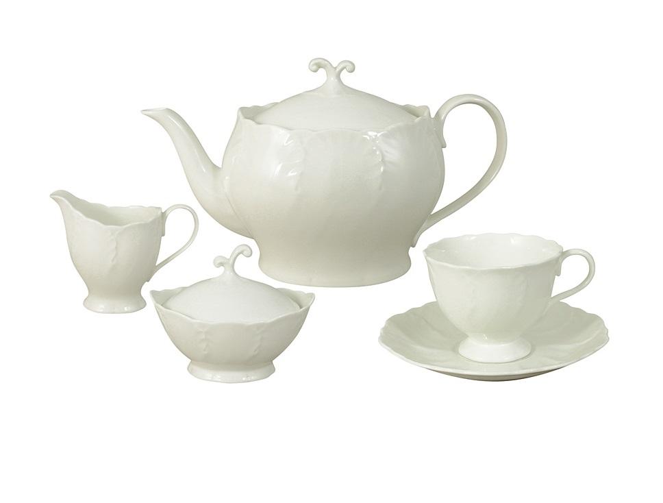 Чайный сервиз из 15 предметов на 6 персон Белый городЧайные сервизы<br>В комплект входят: 6 чашек 0,2л, 6 блюдец, чайник 1,2л, сахарница 0,14л, молочник 0,055л.<br><br>Material: Фарфор