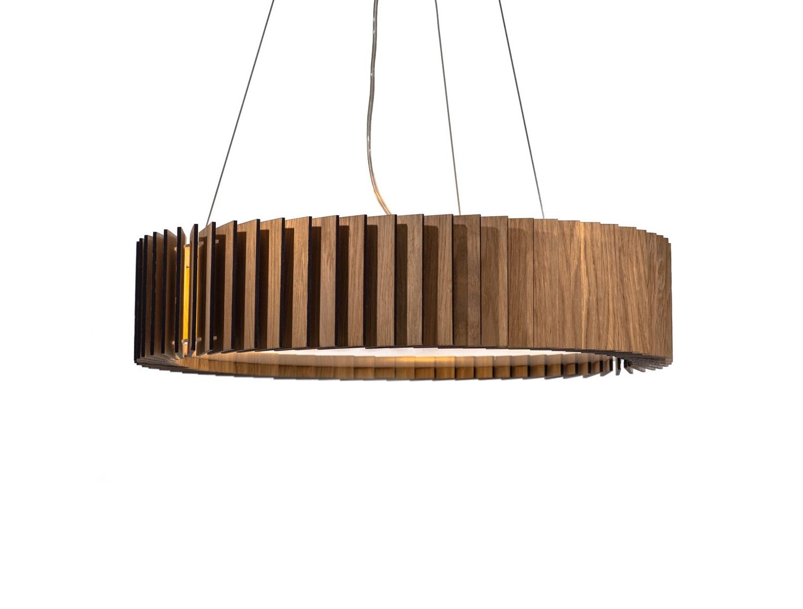Светильник РоторПодвесные светильники<br>Ротор представляют собой люстру, основание которой изготовлено из акрилового матового стекла, деревянные пластины выполнены из шпона дуба и покрыты защитными маслами и воском. Светильник оснащён 4 патронами для светодиодных лампочек, что обеспечит яркий поток света для всего помещения. Свет проходит через деревянные лопасти, направленные под углом, и рождает впечатляющие узоры на стенах.&amp;amp;nbsp;&amp;lt;div&amp;gt;&amp;lt;br&amp;gt;&amp;lt;div&amp;gt;&amp;lt;div&amp;gt;Вид цоколя: E27&amp;lt;/div&amp;gt;&amp;lt;div&amp;gt;Мощность: &amp;amp;nbsp;9W&amp;amp;nbsp;&amp;lt;/div&amp;gt;&amp;lt;div&amp;gt;Количество ламп: 4 (нет в комплекте)&amp;lt;/div&amp;gt;&amp;lt;/div&amp;gt;&amp;lt;div&amp;gt;Внимание! Допускается использование только светодиодных или энергосберегающих ламп мощностью не более 9 Вт.&amp;amp;nbsp;&amp;lt;/div&amp;gt;&amp;lt;/div&amp;gt;<br><br>Material: Стекло<br>Высота см: 12
