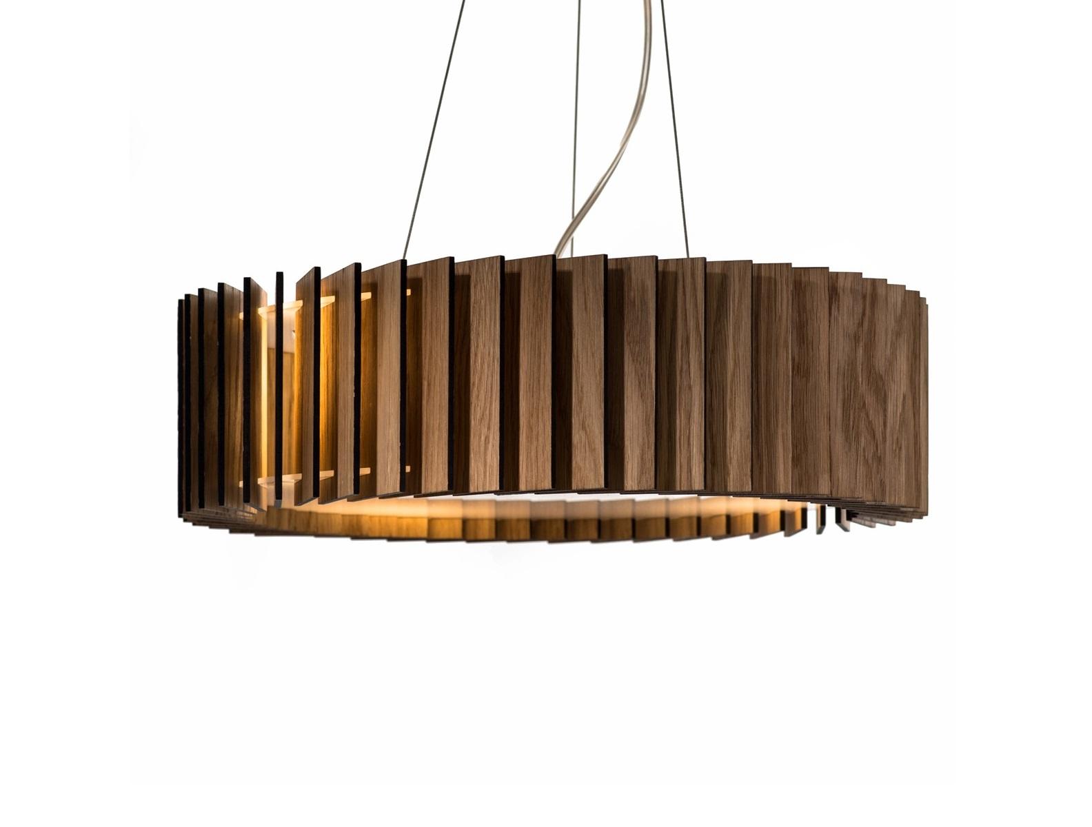 Светильник РоторПодвесные светильники<br>Ротор представляют собой светильник, основание которого изготовлено из акрилового матового стекла, деревянные пластины выполнены из шпона дуба и покрыты защитными маслами и воском. Светильник оснащён 4 патронами для светодиодных лампочек, что обеспечит яркий поток света для всего помещения.&amp;amp;nbsp;&amp;lt;div&amp;gt;&amp;lt;br&amp;gt;&amp;lt;/div&amp;gt;&amp;lt;div&amp;gt;&amp;lt;div&amp;gt;Вид цоколя: E27&amp;lt;/div&amp;gt;&amp;lt;div&amp;gt;Мощность: &amp;amp;nbsp;9W&amp;amp;nbsp;&amp;lt;/div&amp;gt;&amp;lt;div&amp;gt;Количество ламп: 4 (нет в комплекте)&amp;lt;/div&amp;gt;&amp;lt;/div&amp;gt;&amp;lt;div&amp;gt;Внимание! Допускается использование только светодиодных или энергосберегающих ламп мощностью не более 9 Вт.&amp;amp;nbsp;&amp;lt;/div&amp;gt;<br><br>Material: Стекло