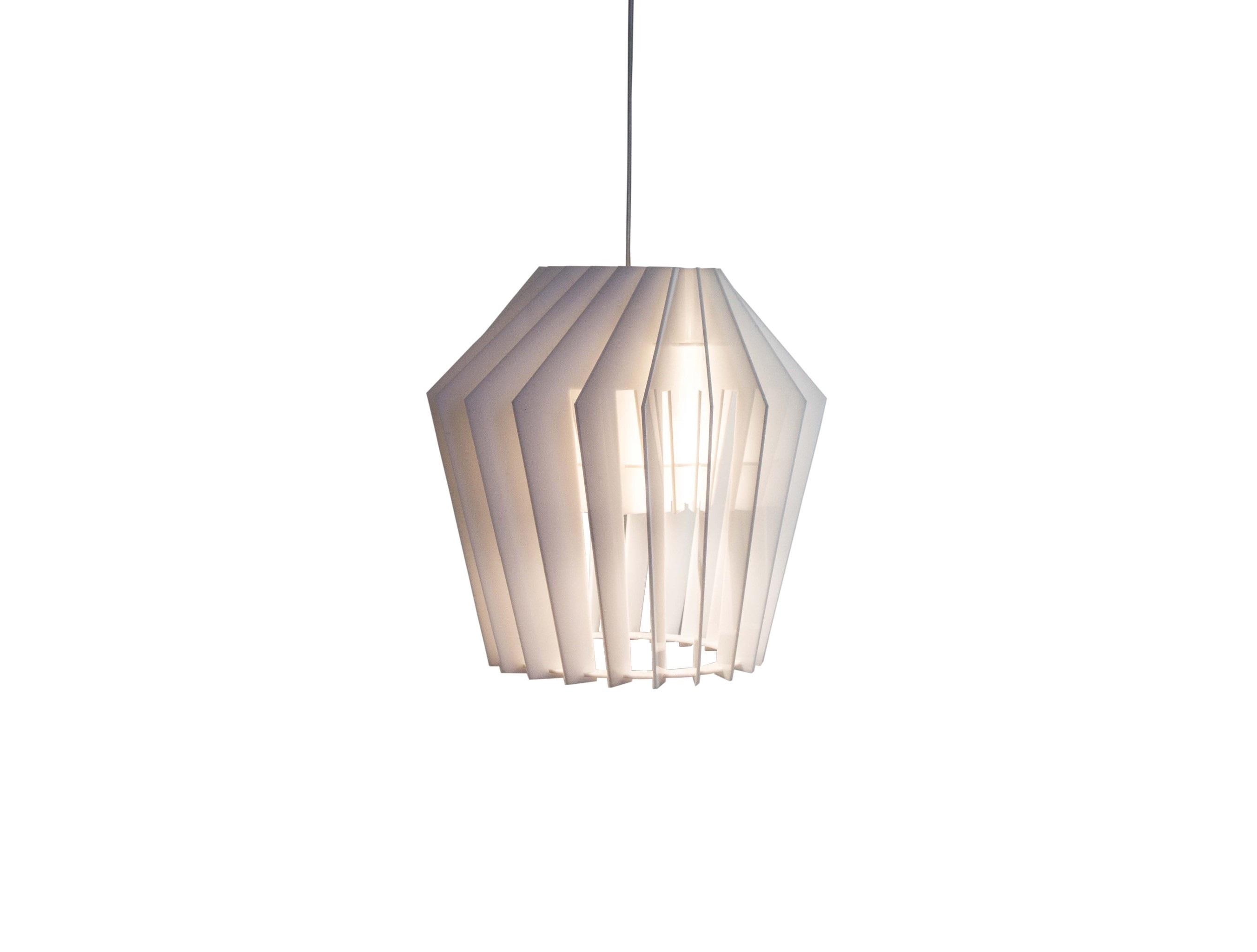 Подвесной светильник ТурболампаПодвесные светильники<br>Лёгкий, стильный светильник хорошо подходит в качестве основного источника света в помещении. Пластины изготовлены из акрилового стекла Plexiglas белого цвета, скреплены между собой специальными пазами и образуют игривую, как будто двигающуюся комбинацию.&amp;amp;nbsp;&amp;lt;div&amp;gt;&amp;lt;br&amp;gt;&amp;lt;/div&amp;gt;&amp;lt;div&amp;gt;&amp;lt;div&amp;gt;Вид цоколя: E27&amp;lt;/div&amp;gt;&amp;lt;div&amp;gt;Мощность: &amp;amp;nbsp;9W&amp;amp;nbsp;&amp;lt;/div&amp;gt;&amp;lt;div&amp;gt;Количество ламп: 1 (нет в комплекте)&amp;lt;/div&amp;gt;&amp;lt;/div&amp;gt;&amp;lt;div&amp;gt;Внимание! Допускается использование только светодиодных или энергосберегающих ламп мощностью не более 9 Вт.&amp;amp;nbsp;&amp;lt;/div&amp;gt;<br><br>Material: Стекло<br>Height см: 34<br>Diameter см: 34