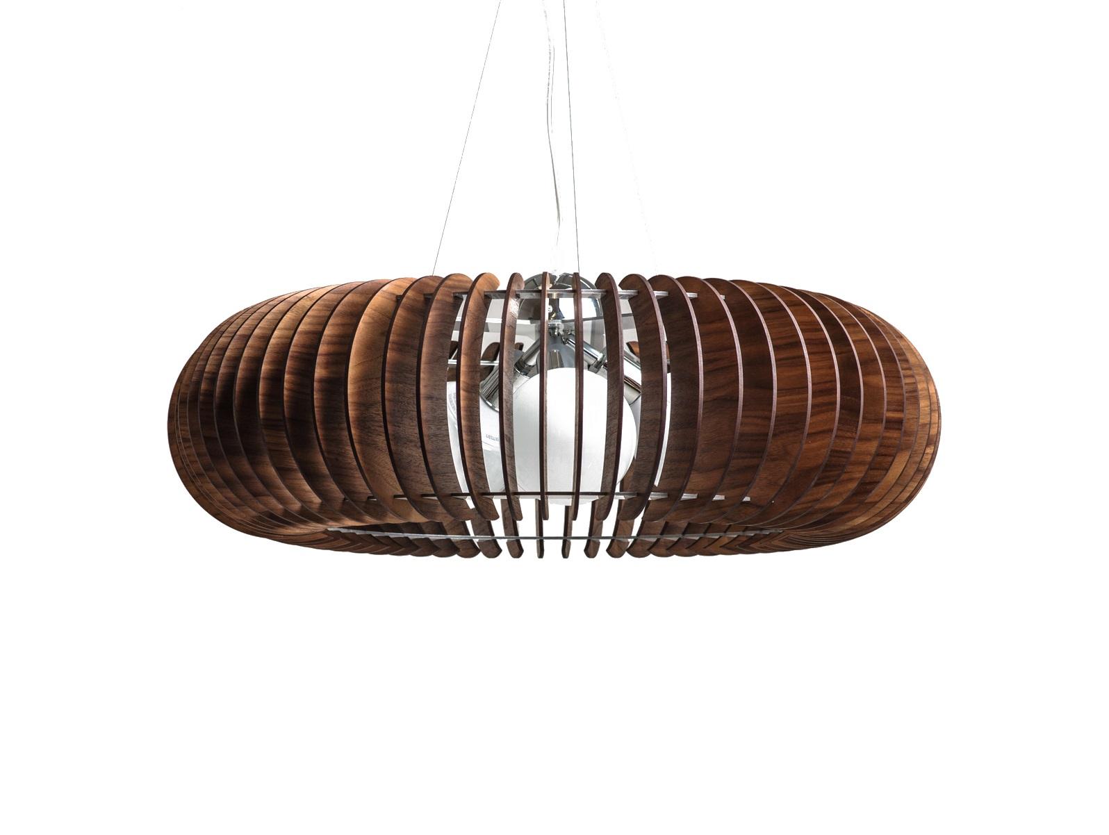 Светильник СпутникПодвесные светильники<br>Элегантная открытая форма люстры позволяет монтировать ее в разных помещениях как по стилю, так и по площади. Использование деревянных ламелей в сочетании с хромированной фурнитурой предают светильнику орбитальную невесомость.&amp;amp;nbsp;&amp;lt;div&amp;gt;&amp;lt;br&amp;gt;&amp;lt;/div&amp;gt;&amp;lt;div&amp;gt;Вид цоколя: E27&amp;lt;/div&amp;gt;&amp;lt;div&amp;gt;Мощность: &amp;amp;nbsp;60W&amp;amp;nbsp;&amp;lt;/div&amp;gt;&amp;lt;div&amp;gt;Количество ламп: 3 (нет в комплекте).<br>&amp;lt;/div&amp;gt;<br><br>Material: Шпон<br>Высота см: 22