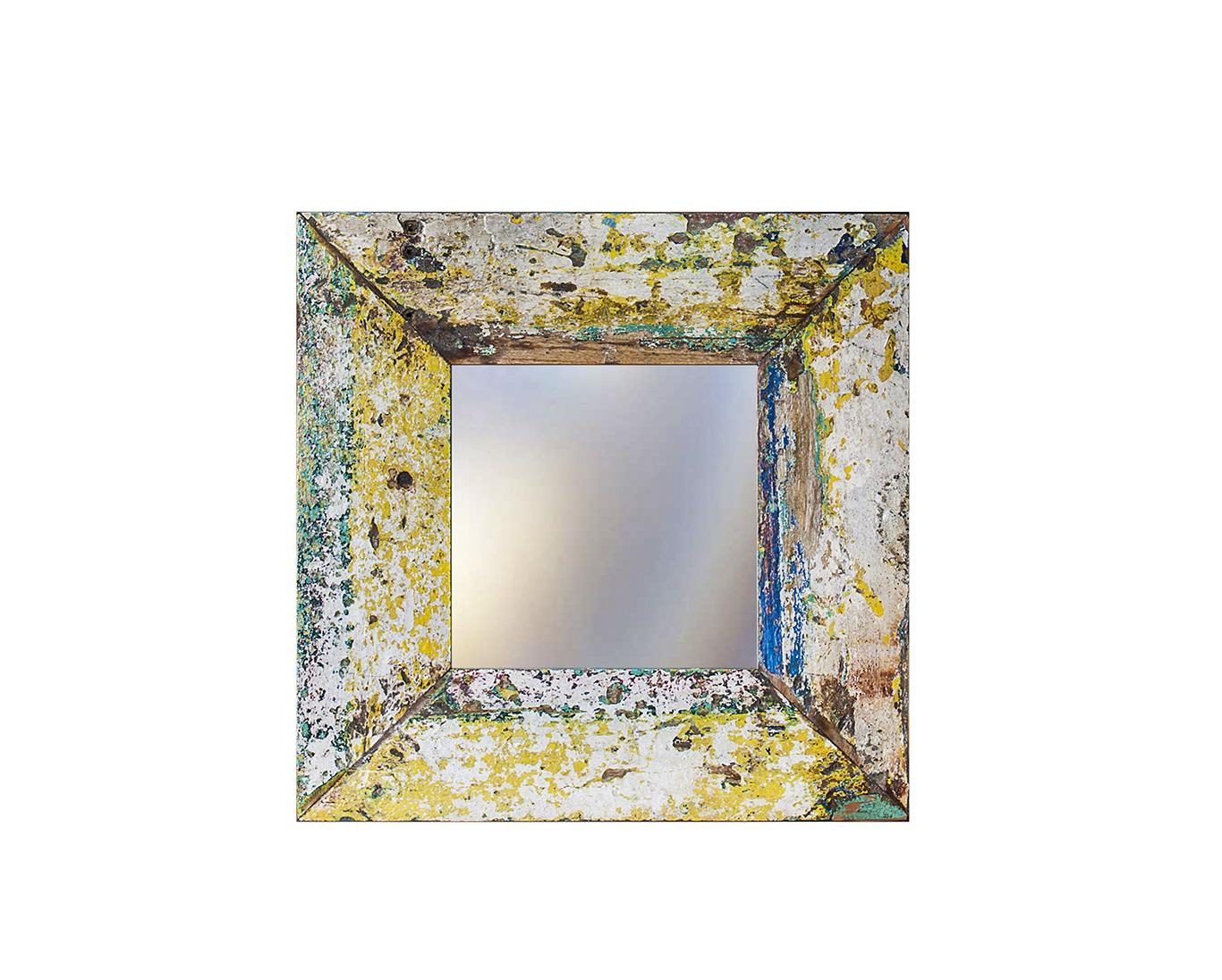 Зеркало Свет мой зеркальцеНастенные зеркала<br>Зеркало выполнено из фрагментов настоящего рыболовецкого судна, возраст которого 20-40 лет. Окрас сохранён оригинальный.<br><br>Material: Тик<br>Width см: 60<br>Depth см: 3<br>Height см: 60