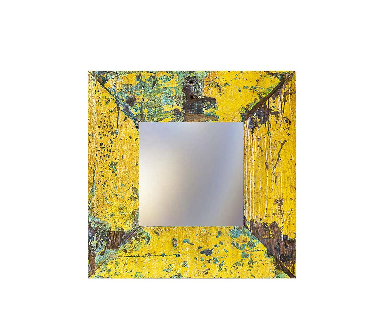 Зеркало Свет мой зеркальцеНастенные зеркала<br>Зеркало выполнено из фрагментов настоящего рыболовецкого судна, возраст которого 20-40 лет. Окрас сохранён оригинальный.<br><br>Material: Тик<br>Ширина см: 80.0<br>Высота см: 60.0<br>Глубина см: 3.0