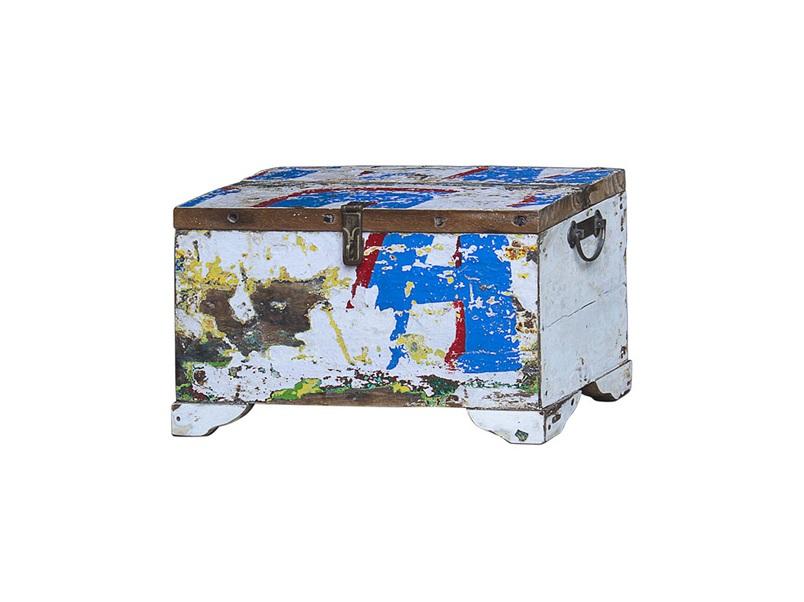 Сундук ГалаСтаринные сундуки<br>Сундук для хранения вещей, выполненный из старой рыбацкой лодки с сохранением оригинальной многослойной окраски.<br><br>Имеет 1 откидывающуюся дверцу с замком.<br>Подходит для использования как внутри помещения, так и снаружи. Предмет изготовлен из ценных твердых пород древесины (тик, махогон, суар), обладающих высокой износостойкостью, долговечностью и водоотталкивающими свойствами. Древесину с такими свойствами использовали индонезийские рыбаки для создания лодок, а мебель из нее подходит для использования как внутри помещения, так и снаружи. Покрыт натуральным шеллаком.<br><br>Material: Тик<br>Width см: 50<br>Depth см: 25<br>Height см: 25