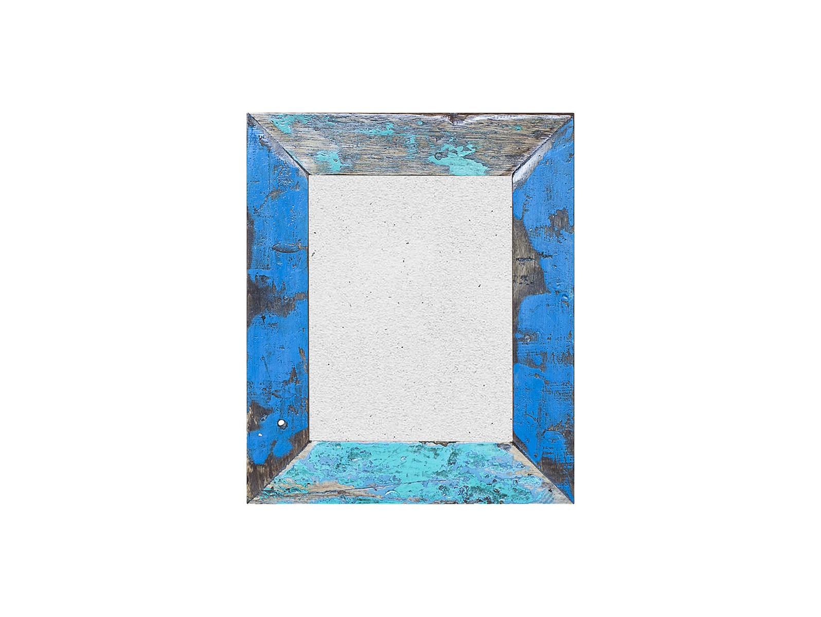 ФоторамкаРамки для фотографий<br>Рамка выполнена из фрагмента настоящего рыболовецкого судна, возраст которого 20-40 лет. Окрас сохранён оригинальный. Доступна вертикальная и горизонтальная ориентация. Подходит для для настенного декорирования.<br><br>Material: Тик