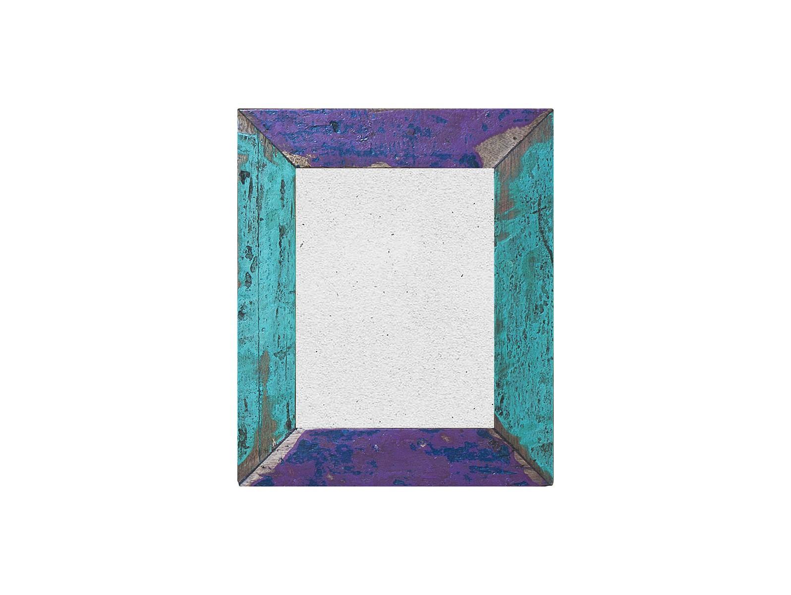 ФоторамкаРамки для фотографий<br>Рамка выполнена из фрагмента настоящего рыболовецкого судна, возраст которого 20-40 лет. Окрас сохранён оригинальный. Доступна вертикальная и горизонтальная ориентация. Подходит для для настенного декорирования.<br><br>Material: Тик<br>Ширина см: 31<br>Высота см: 37<br>Глубина см: 3