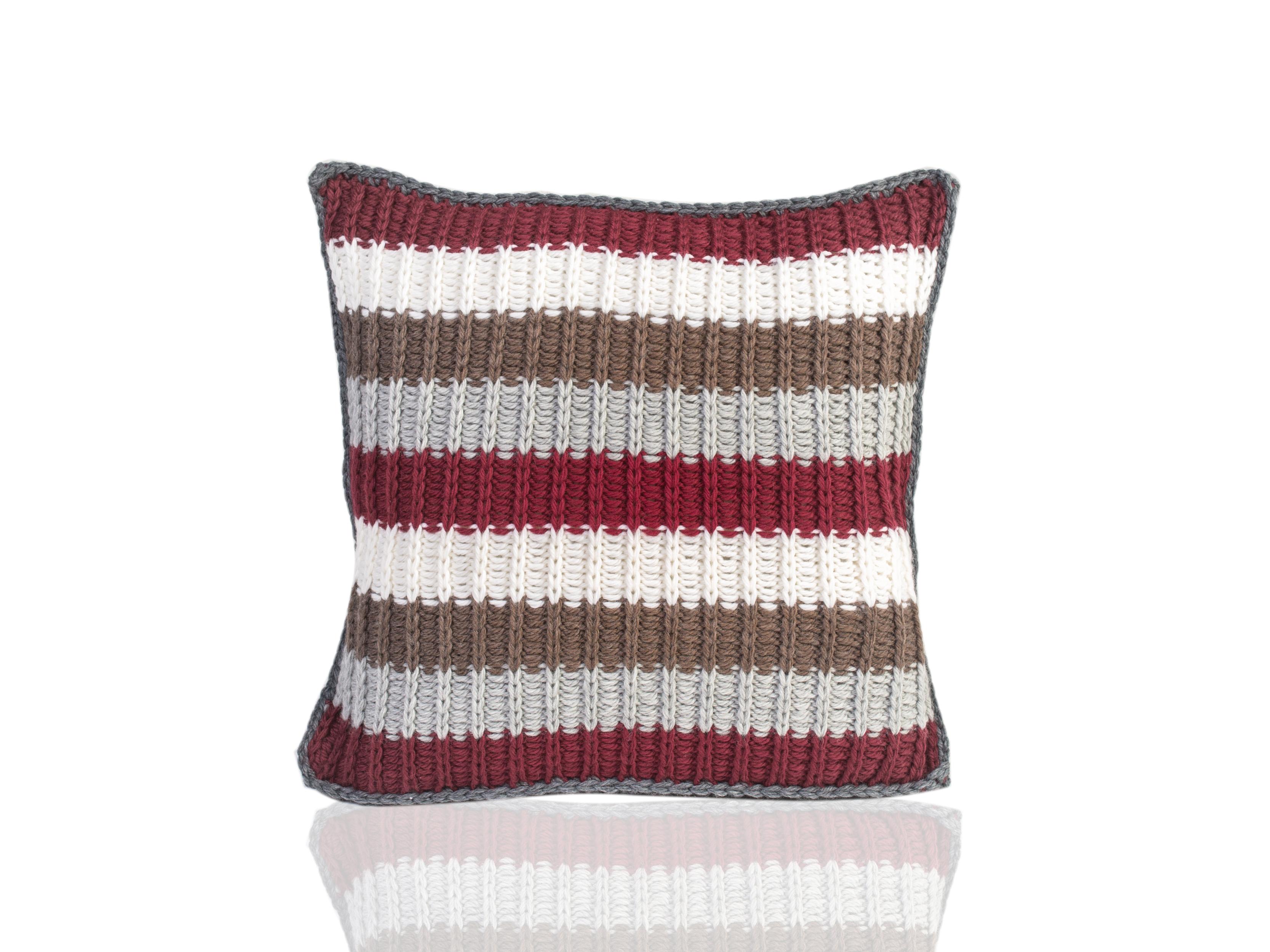 Подушка YeniseiКвадратные подушки и наволочки<br>Енисей - вязаная диванная подушка ручной работы - сделана из высококачественных материалов в Барселоне, Испания. Яркая, мягкая и красивая, эта вещь в традиционном стиле добавит комфорта и уюта любому домашнему декору.&amp;amp;nbsp;&amp;lt;div&amp;gt;&amp;lt;br&amp;gt;&amp;lt;div&amp;gt;Состав наволочки: 55% шерсть мериноса / 45% акрил&amp;amp;nbsp;&amp;lt;/div&amp;gt;&amp;lt;div&amp;gt;Наполнитель (вынимающаяся подушка): 100% полиэстер&amp;amp;nbsp;&amp;lt;/div&amp;gt;&amp;lt;/div&amp;gt;<br><br>Material: Шерсть<br>Ширина см: 40.0<br>Высота см: 40.0<br>Глубина см: 10.0