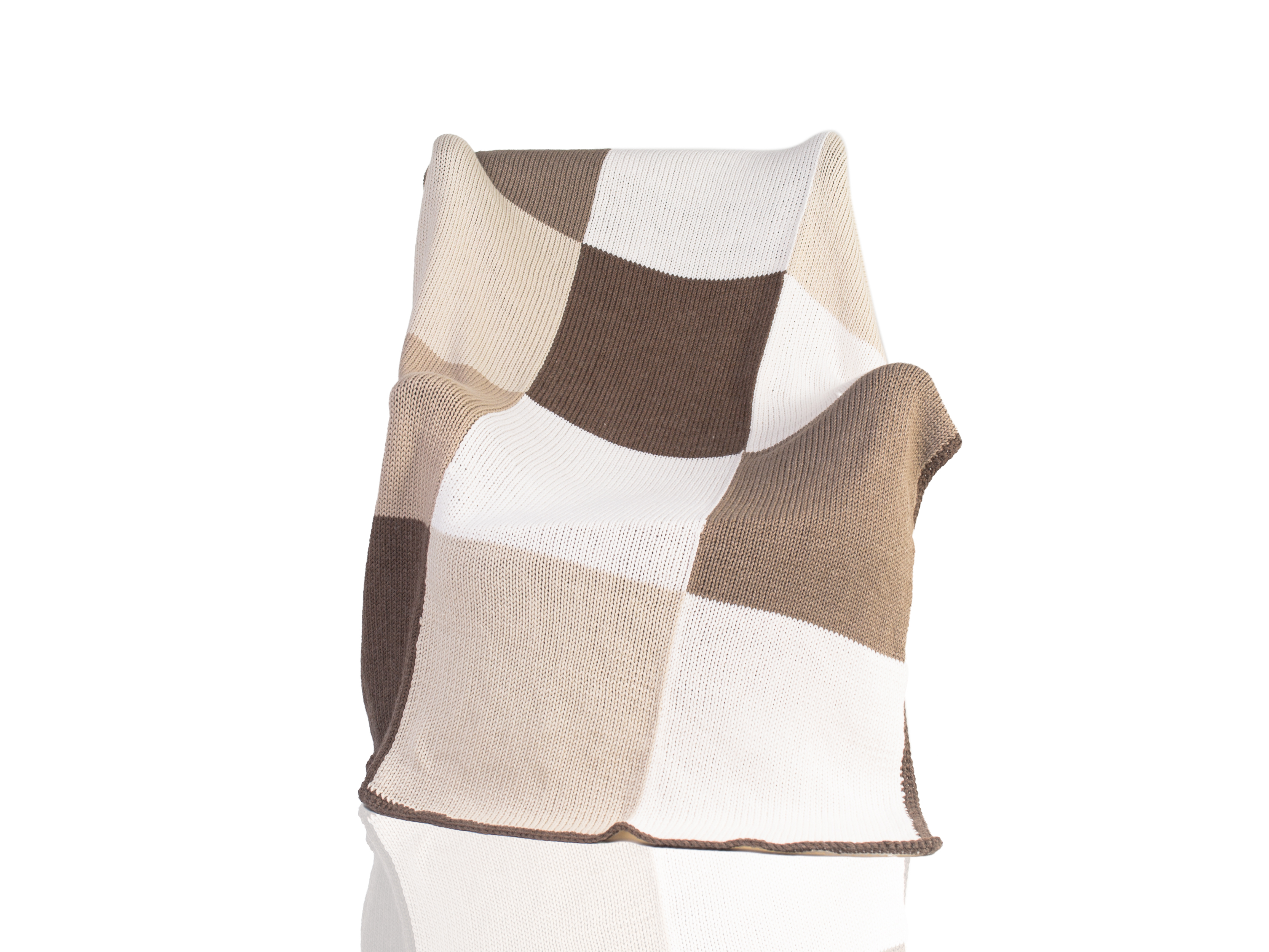 Плед IrtyshПледы со смешанным составом<br>Иртыш - вязаный плед ручной работы - сделан из высококачественных материалов в Барселоне, Испания. Удобная и красивая, эта вещь в традиционном стиле добавит комфорта и уюта любому домашнему декору. Будь то прохладный вечер, дождливый день или ветреный полдень, этот мягкий вязаный плед сохранит вас в тепле. &amp;amp;nbsp;&amp;lt;div&amp;gt;&amp;lt;br&amp;gt;&amp;lt;/div&amp;gt;&amp;lt;div&amp;gt;Состав: 55% шерсть мериноса / 45% акрил&amp;amp;nbsp;&amp;lt;/div&amp;gt;<br><br>Material: Шерсть<br>Ширина см: 125.0<br>Высота см: 160.0