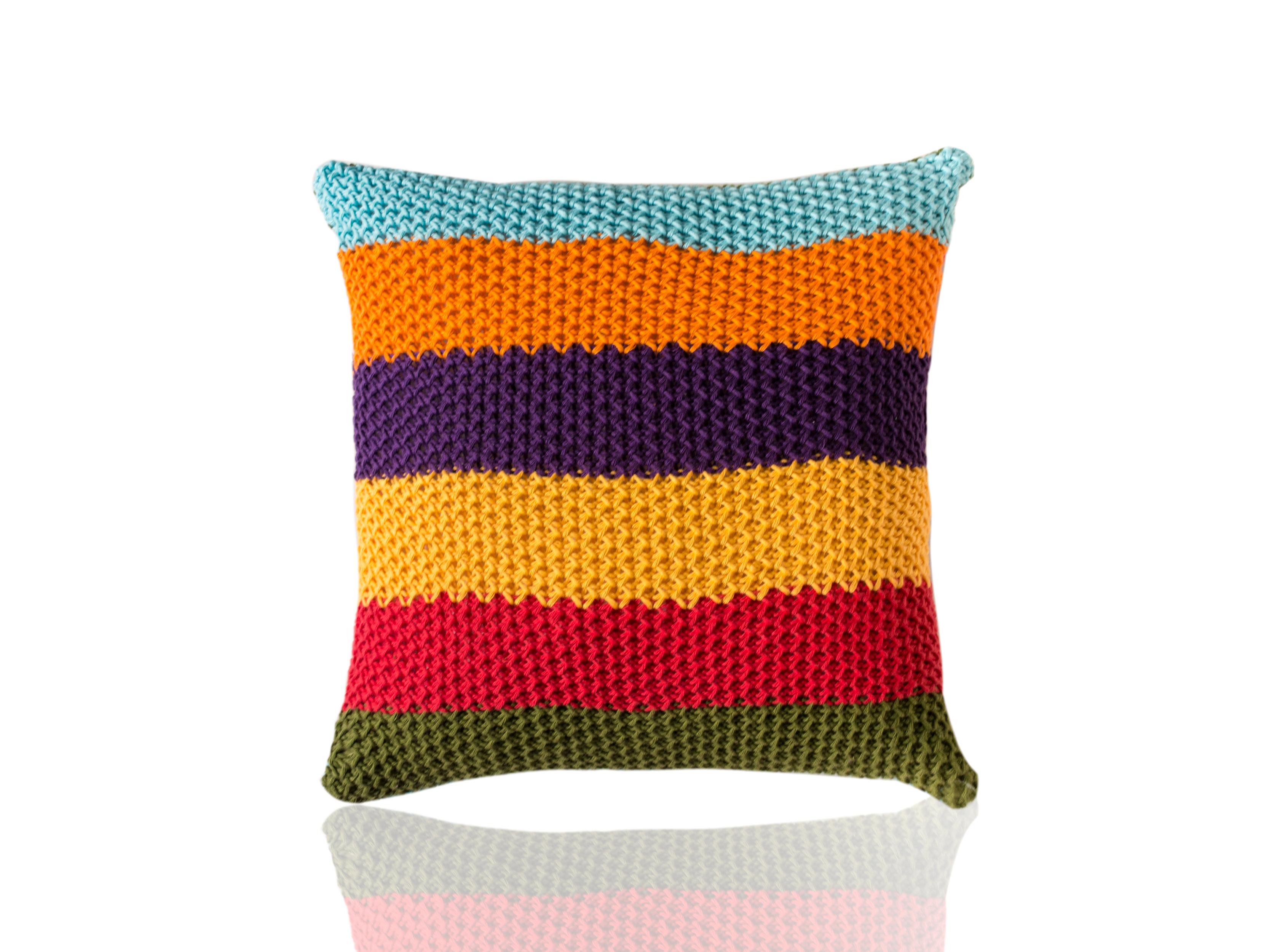 Подушка CincoКвадратные подушки и наволочки<br>Cinco - вязаная диванная подушка ручной работы - сделана из высококачественных материалов в Барселоне, Испания. Яркая, мягкая и красивая, эта вещь добавит комфорта и уюта любому домашнему декору.&amp;amp;nbsp;&amp;lt;div&amp;gt;&amp;lt;br&amp;gt;&amp;lt;/div&amp;gt;&amp;lt;div&amp;gt;Состав наволочки: 100% хлопок&amp;amp;nbsp;&amp;lt;/div&amp;gt;&amp;lt;div&amp;gt;Наполнитель (вынимающаяся подушка): 100% полиэстер&amp;amp;nbsp;&amp;lt;/div&amp;gt;<br><br>Material: Хлопок<br>Ширина см: 40.0<br>Высота см: 40.0<br>Глубина см: 10.0