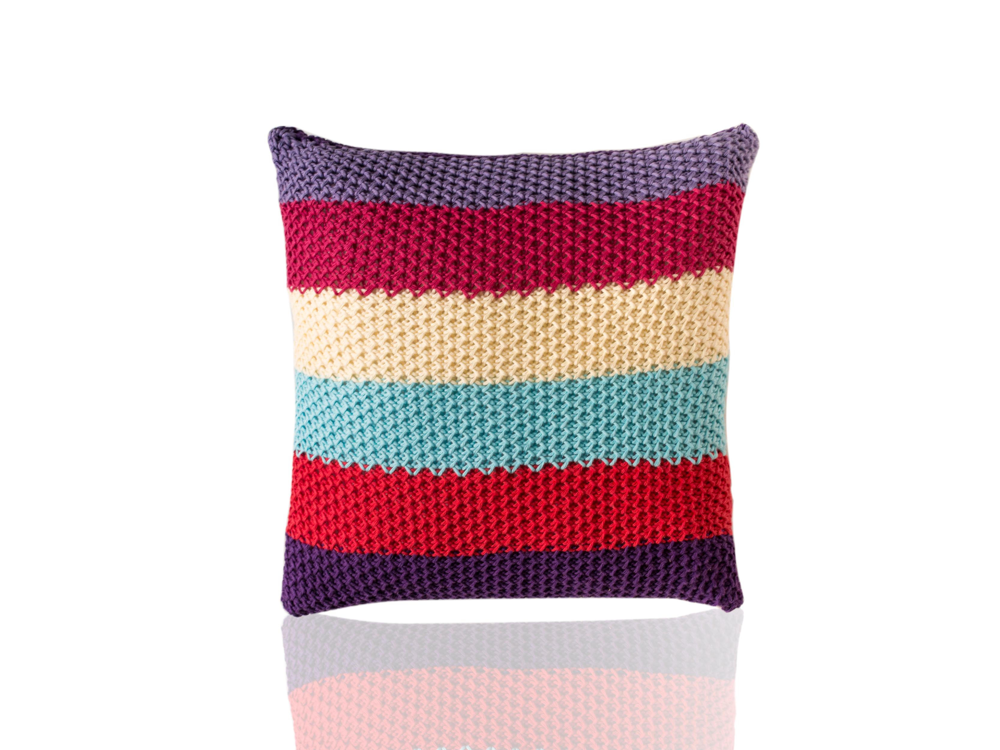 Подушка TreceКвадратные подушки и наволочки<br>Trece - вязаная диванная подушка ручной работы - сделана из высококачественных материалов в Барселоне, Испания. Яркая, мягкая и красивая, эта вещь добавит комфорта и уюта любому домашнему декору.&amp;lt;div&amp;gt;&amp;lt;br&amp;gt;&amp;lt;/div&amp;gt;&amp;lt;div&amp;gt;Состав наволочки: 100% хлопок&amp;amp;nbsp;&amp;lt;/div&amp;gt;&amp;lt;div&amp;gt;Наполнитель (вынимающаяся подушка): 100% полиэстер&amp;amp;nbsp;&amp;lt;/div&amp;gt;<br><br>Material: Хлопок<br>Ширина см: 40.0<br>Высота см: 40.0<br>Глубина см: 10.0