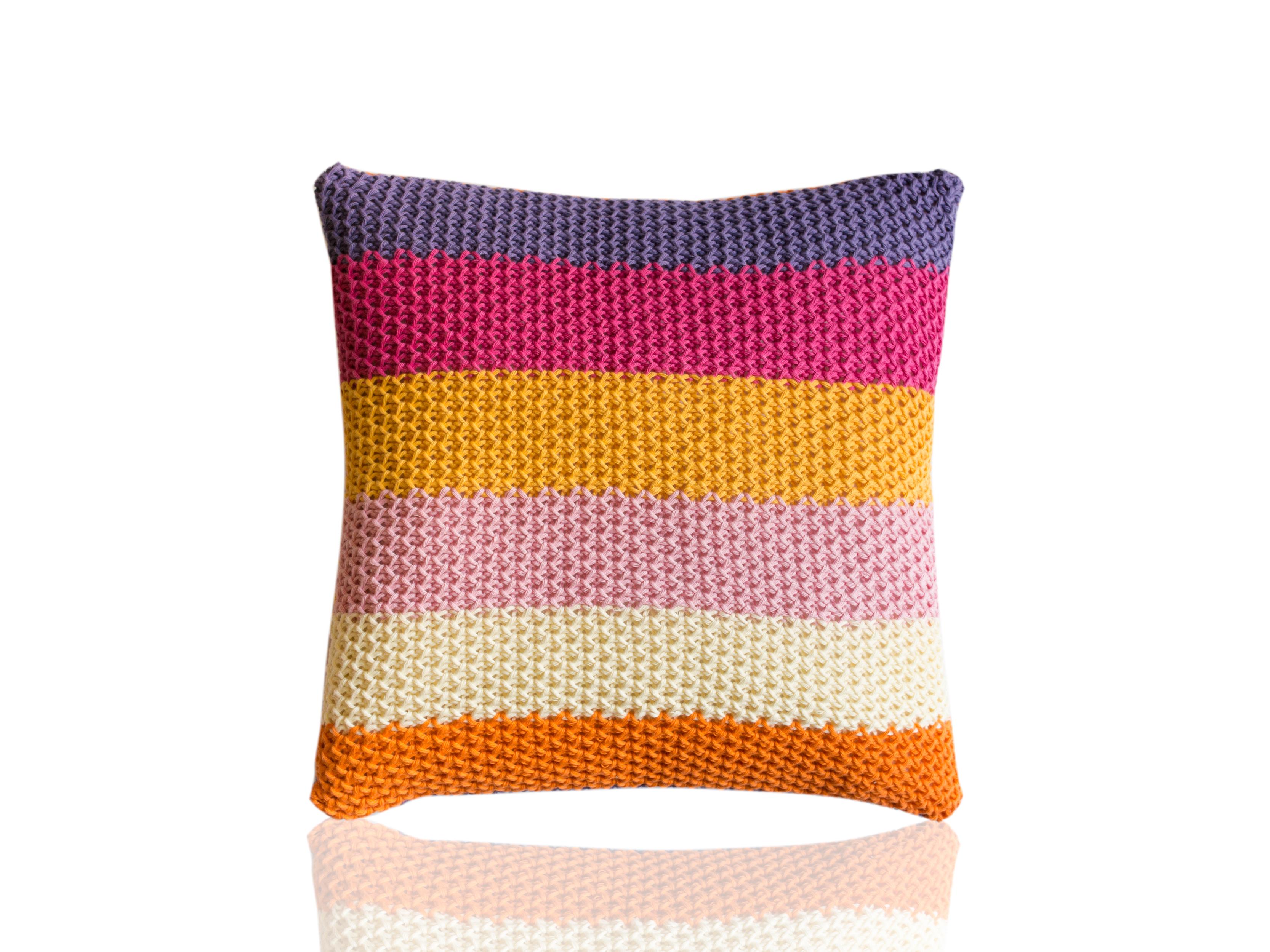 Подушка CatorceКвадратные подушки и наволочки<br>Catorce - вязаная диванная подушка ручной работы - сделана из высококачественных материалов в Барселоне, Испания. Яркая, мягкая и красивая, эта вещь добавит комфорта и уюта любому домашнему декору.&amp;amp;nbsp;&amp;lt;div&amp;gt;&amp;lt;br&amp;gt;&amp;lt;/div&amp;gt;&amp;lt;div&amp;gt;Состав наволочки: 100% хлопок&amp;amp;nbsp;&amp;lt;/div&amp;gt;&amp;lt;div&amp;gt;Наполнитель (вынимающаяся подушка): 100% полиэстер&amp;amp;nbsp;&amp;lt;/div&amp;gt;<br><br>Material: Хлопок<br>Ширина см: 40.0<br>Высота см: 40.0<br>Глубина см: 10.0