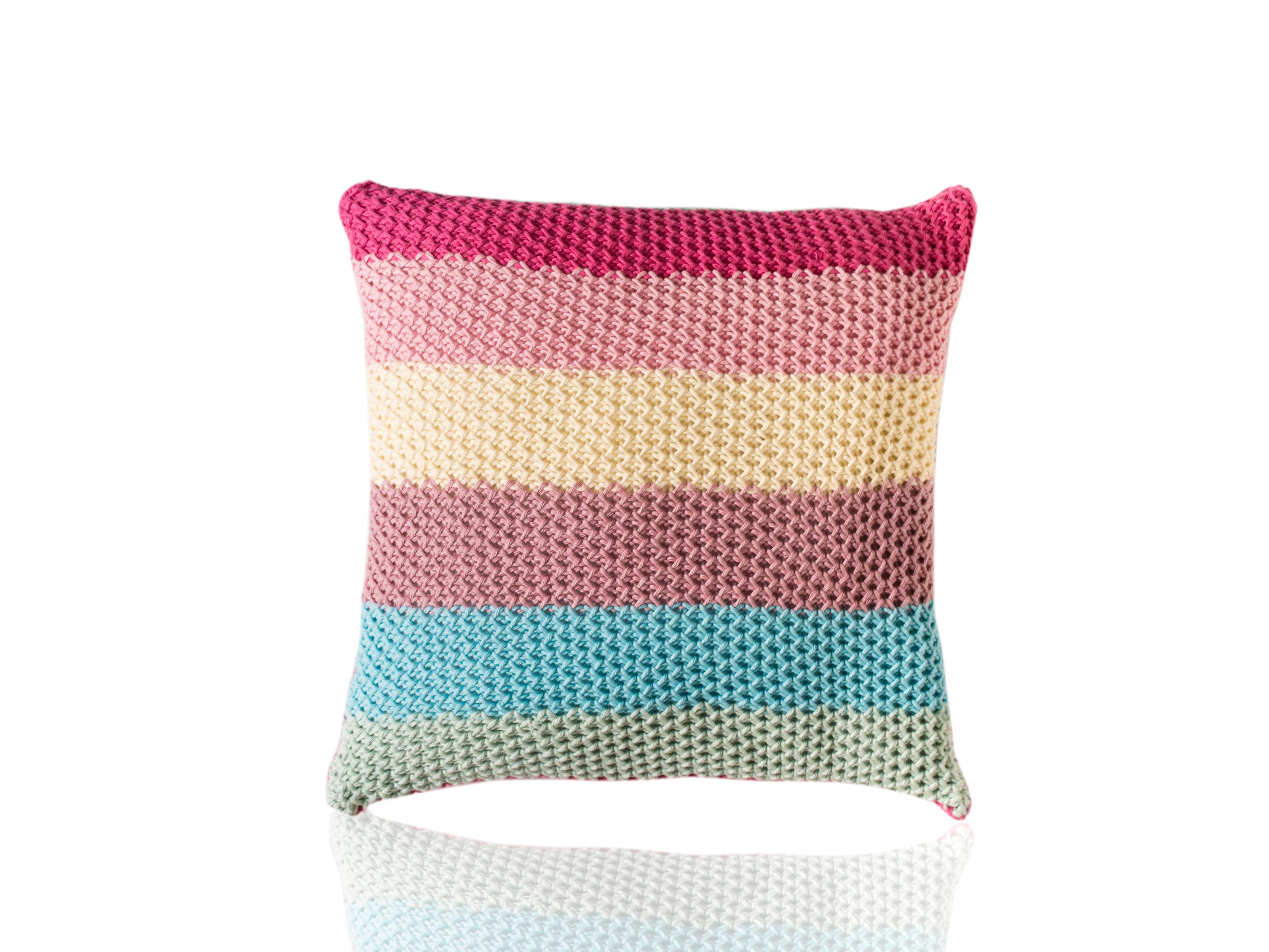 Подушка DoceКвадратные подушки и наволочки<br>Doce - вязаная диванная подушка ручной работы - сделана из высококачественных материалов в Барселоне, Испания. Яркая, мягкая и красивая, эта вещь добавит комфорта и уюта любому домашнему декору.&amp;amp;nbsp;&amp;lt;div&amp;gt;&amp;lt;br&amp;gt;&amp;lt;/div&amp;gt;&amp;lt;div&amp;gt;Состав наволочки: 100% хлопок&amp;amp;nbsp;&amp;lt;/div&amp;gt;&amp;lt;div&amp;gt;Наполнитель (вынимающаяся подушка): 100% полиэстер&amp;amp;nbsp;&amp;lt;/div&amp;gt;<br><br>Material: Хлопок<br>Ширина см: 40<br>Высота см: 40<br>Глубина см: 10