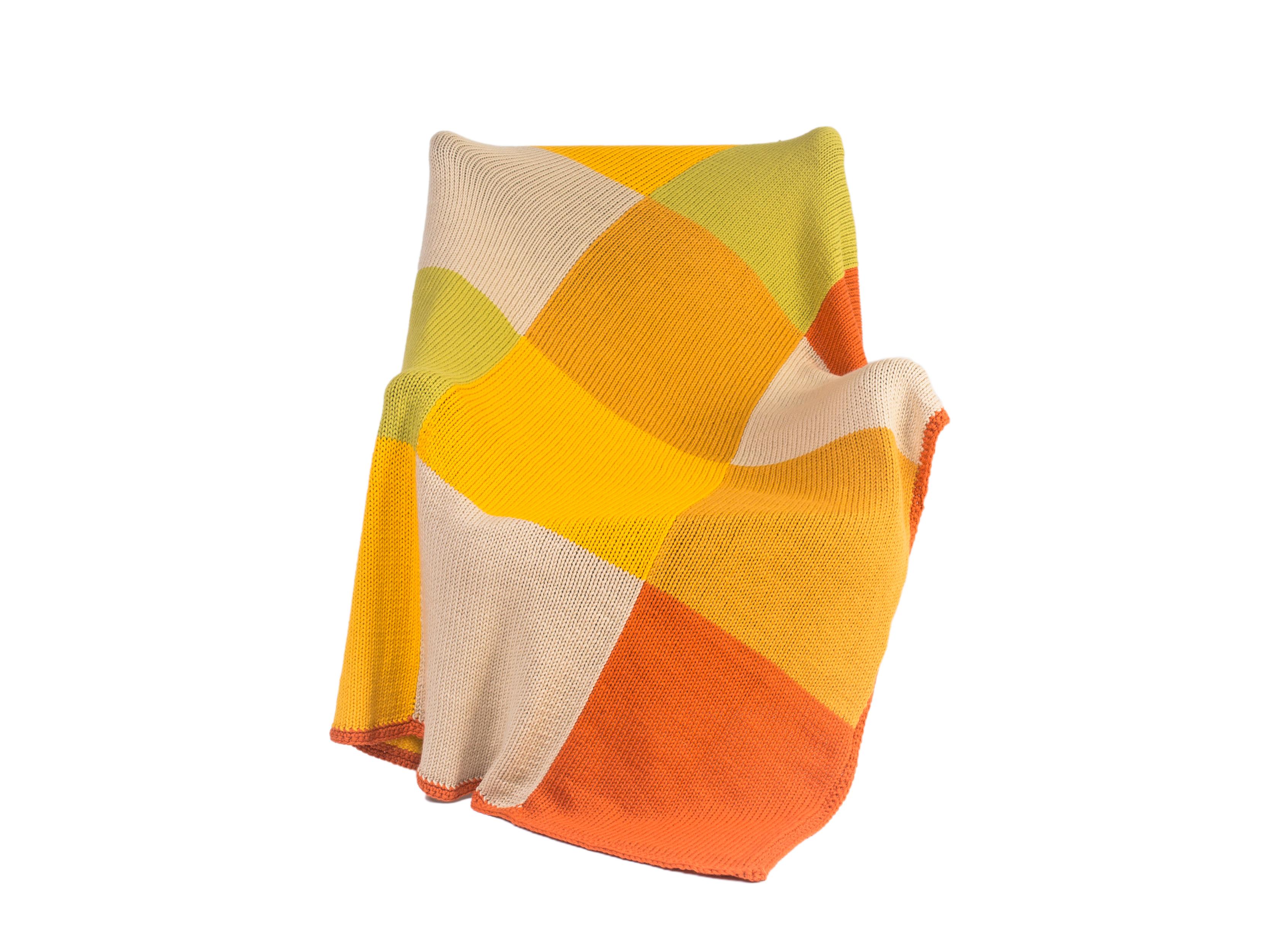 Плед VolgaПледы со смешанным составом<br>Волга - вязаный плед ручной работы - сделан из высококачественных материалов в Барселоне, Испания. Удобная и красивая, эта вещь в традиционном стиле добавит комфорта и уюта любому домашнему декору. Будь то прохладный вечер, дождливый день или ветреный полдень, этот мягкий вязаный плед сохранит вас в тепле. &amp;amp;nbsp;&amp;lt;div&amp;gt;&amp;lt;br&amp;gt;&amp;lt;/div&amp;gt;&amp;lt;div&amp;gt;Состав: 55% шерсть мериноса / 45% акрил&amp;lt;/div&amp;gt;<br><br>Material: Шерсть<br>Ширина см: 125<br>Высота см: 160
