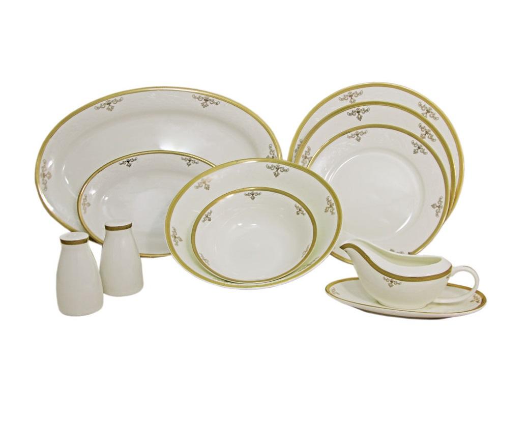 Обеденный сервиз Ампир 50 предметов на 12 персонСтоловые сервизы<br>&amp;lt;div&amp;gt;В комплект входят: 12 обеденных тарелок 25,5см, 12 суповых тарелок 23см, 12 закусочных тарелок 21см, 2 салатника 23см, 4 салатника 16,5см, 2 блюда 36,5см, 2 блюда 23,5 см, соусник и блюдо под него, набор для специй.&amp;lt;/div&amp;gt;&amp;lt;div&amp;gt;&amp;lt;br&amp;gt;&amp;lt;/div&amp;gt;<br><br>Material: Фарфор