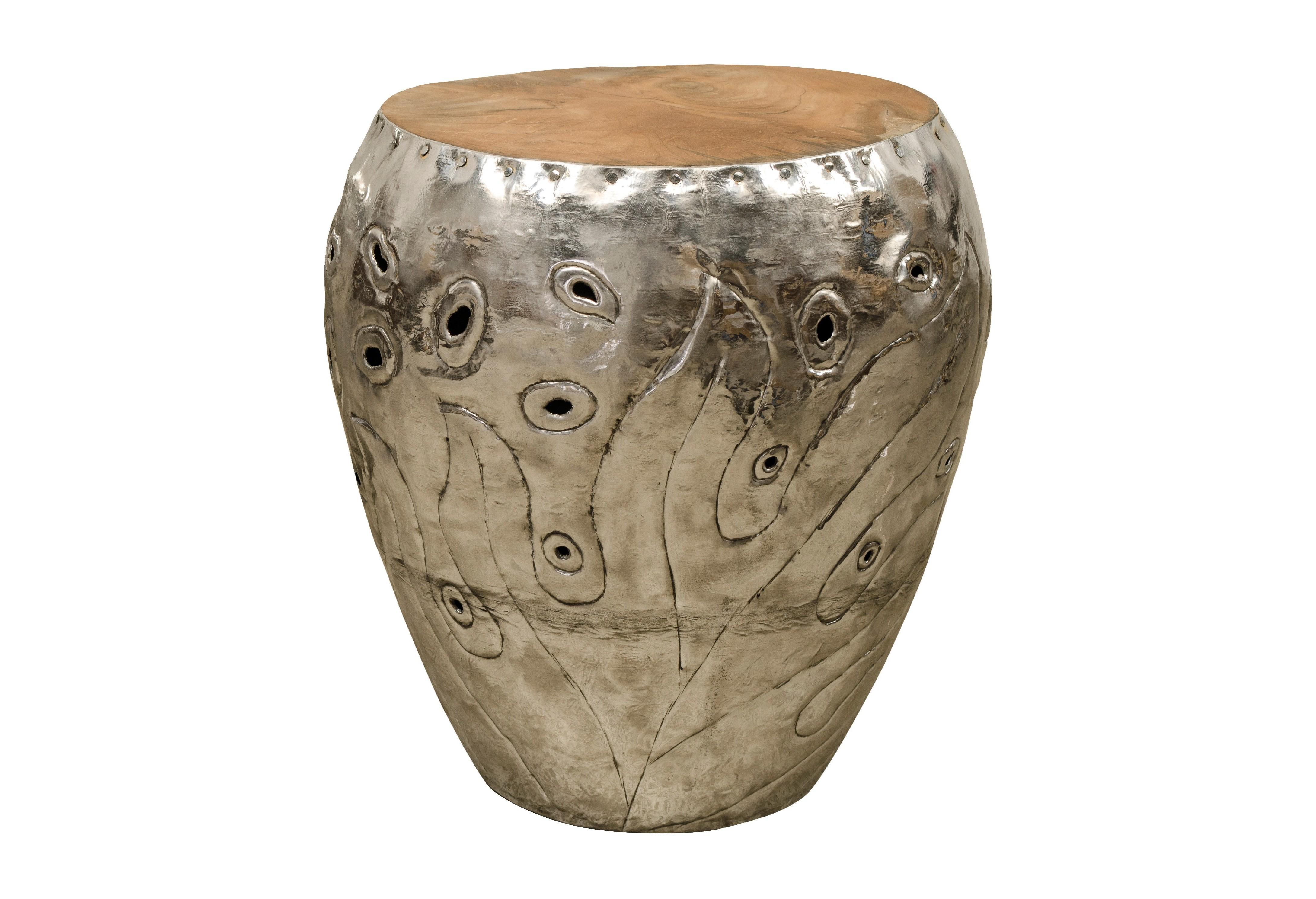 Столик KendangПриставные столики<br>Столик - табурет металлический с деревянной столешницей из тика.&amp;amp;nbsp;<br><br>Material: Металл<br>Height см: 45<br>Diameter см: 41