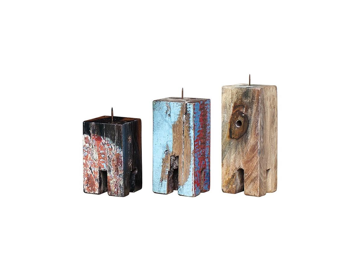 Набор из 3х подсвечников Гарри ПоттерПодсвечники<br>Три подсвечника разной высоты (12, 17 и 20 см.), выполненные из массива древесины старого рыбацкого судна с сохранением оригинальной многослойной окраски.<br><br>Подходит для использования как внутри помещения, так и снаружи.&amp;amp;nbsp;<br><br>Material: Тик