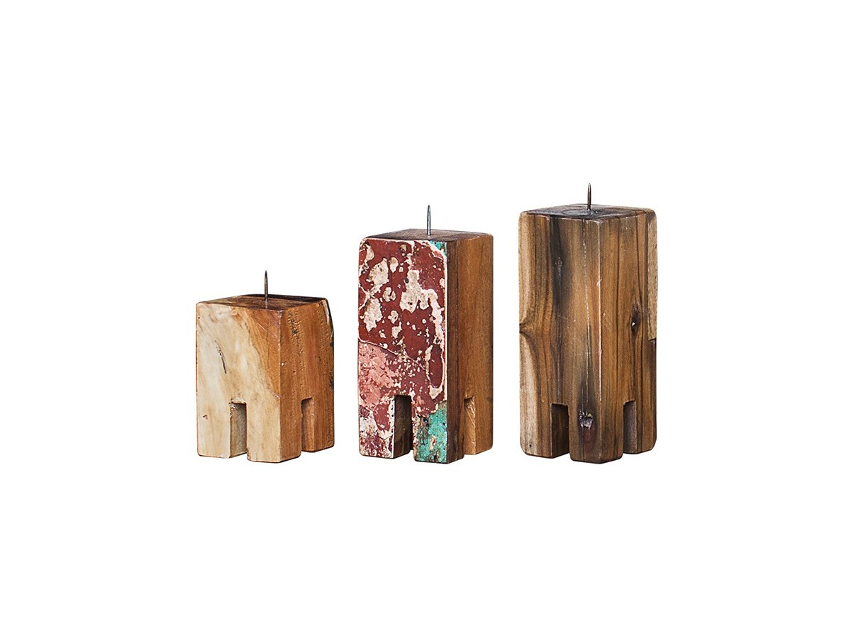Комплект подсвечников Гарри Поттер (3 шт)Подсвечники<br>Три подсвечника разной высоты (12, 17 и 20 см.), выполненные из массива древесины старого рыбацкого судна с сохранением оригинальной многослойной окраски.<br><br>Подходит для использования как внутри помещения, так и снаружи.&amp;amp;nbsp;<br><br>Material: Тик<br>Ширина см: 10<br>Высота см: 20<br>Глубина см: 10