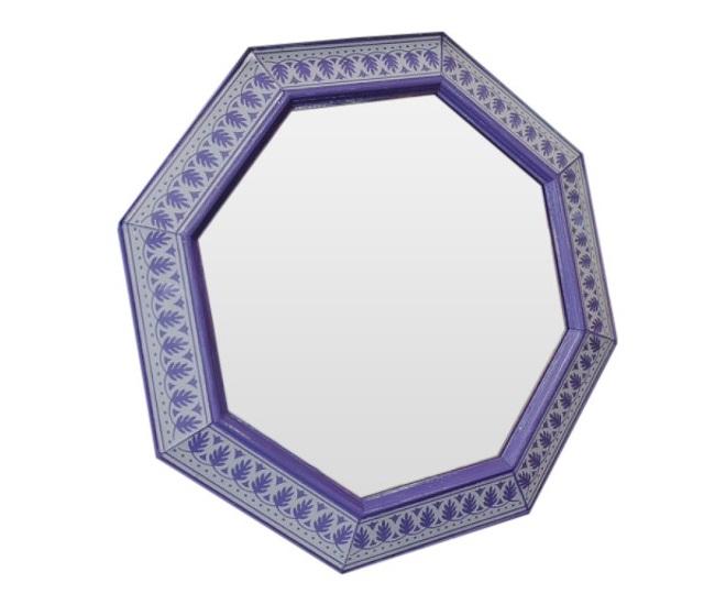 Зеркало ручной работы Фиолетовая нежностьНастенные зеркала<br>Ценители оригинальных цветовых решений знают, что фиолетовый оттенок выражает особую чувственность и означает некую одаренность людей, склонных выбирать этот цвет. Добавьте фиолетовых красок в Вашу жизнь!<br><br>Material: Дерево<br>Width см: 60<br>Depth см: 4<br>Height см: 60
