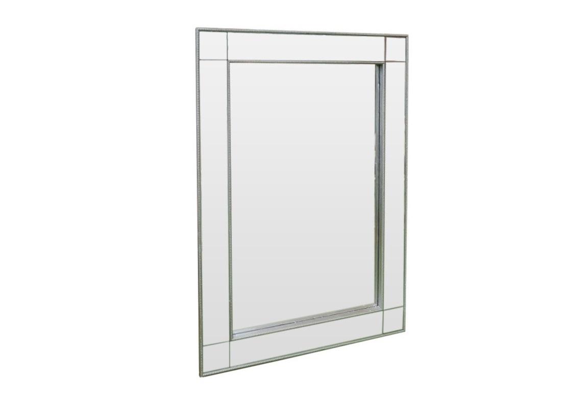 Зеркало ручной работы Серебряная неотразимостьНастенные зеркала<br>Изящное зеркало ручной работы с состаренными вставками в виде шариков. Вы непременно будете неотразимы. На Ваш выбор Вы можете повесить зеркало как вертикально, так и горизонтально.<br><br>Material: Дерево<br>Ширина см: 64<br>Высота см: 92<br>Глубина см: 3
