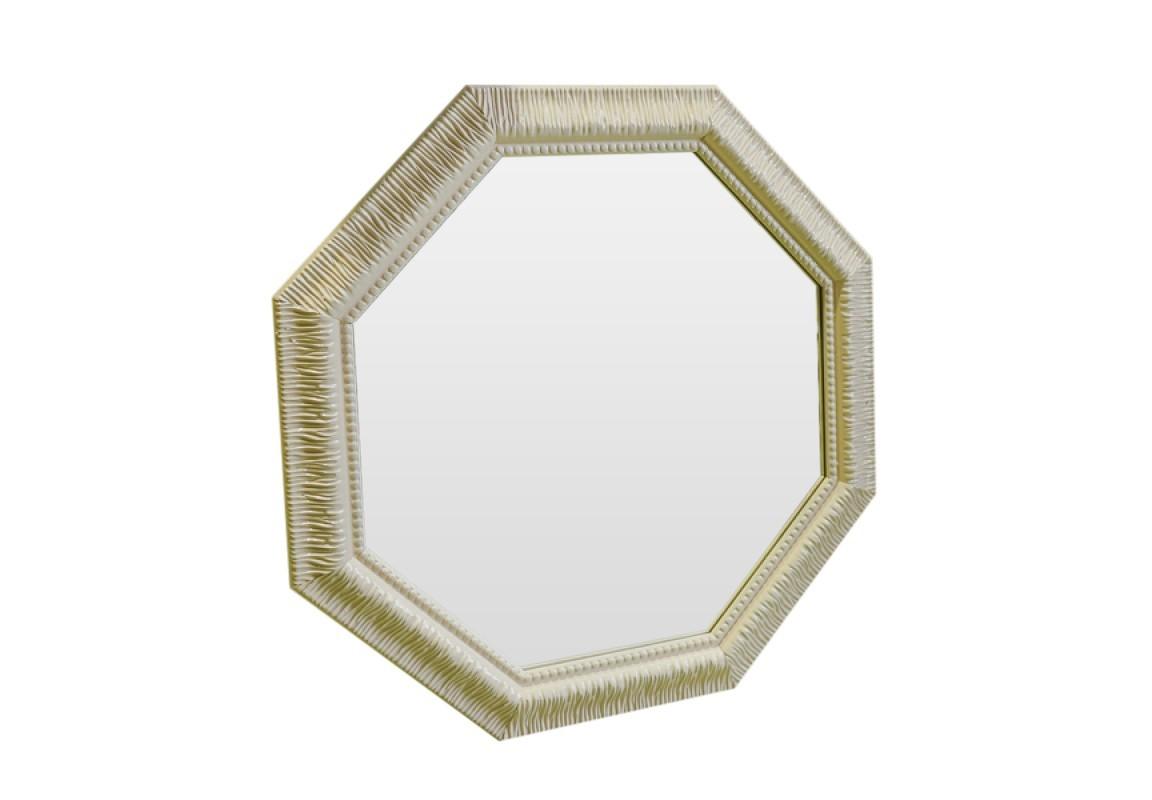 Зеркало Уютный бежНастенные зеркала<br>Зеркало необычной формы выполнено в стиле французского кантри. Этот стиль относится к теплым, южным стилям, он как бы хранит в себе атмосферу солнечного Прованса. Распахните себя навстречу лучезарной природе!<br><br>Material: Полиуретан<br>Ширина см: 70<br>Высота см: 70<br>Глубина см: 4