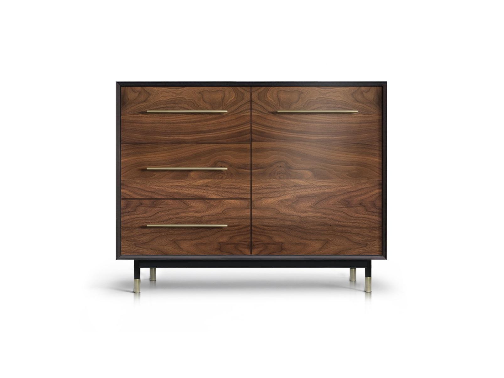 Тумба ImpalaИнтерьерные тумбы<br>&amp;lt;div&amp;gt;Контраст черного полуглянца корпуса и естественно-матовой древесной текстуры фасадов делает изделие ярким акцентом интерьера.&amp;amp;nbsp;&amp;lt;/div&amp;gt;&amp;lt;div&amp;gt;&amp;lt;br&amp;gt;&amp;lt;/div&amp;gt;&amp;lt;div&amp;gt;Материалы: корпус - массив и ламели ясеня, мебельный щит; фасады - МДФ, натуральный шпон американского ореха; покрытие - краска, лак; декоративная фурнитура - латунь патинированная вручную, матовый никель.&amp;amp;nbsp;&amp;lt;/div&amp;gt;&amp;lt;div&amp;gt;Конфигурация: 3 ящика / 1 дверь (полка).&amp;amp;nbsp;&amp;lt;/div&amp;gt;<br><br>Material: МДФ<br>Width см: 103<br>Depth см: 50<br>Height см: 94
