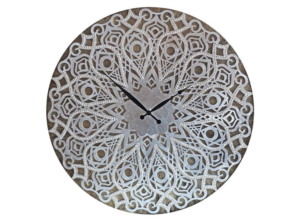 Настенные часы «Талисман Маракеша, города колдунов-марабутов»Настенные часы<br>Лавка мага-марабута, напоминающая таинственную пещеру арабской сказки, открывает свои двери для всех, кто ищет способы исполнения желаний. Эти часы – его главное сокровище, обещающее обладателю богатство и успех. Предмет интерьера выполнен с помощью уникальной техники, имеет 2 деревянных слоя, покрыт текстурной акриловой пастой и состарен патиной. Неповторимый колорит рождает сочетание сусальных листов и кристаллов горного хрусталя, наделенных магической силой.&amp;lt;div&amp;gt;&amp;lt;br&amp;gt;&amp;lt;/div&amp;gt;&amp;lt;div&amp;gt;Материал: Дерево, акриловая краска, кристаллы горного хрусталя более 2000 шт, кварцевый часовой механизм&amp;lt;br&amp;gt;&amp;lt;/div&amp;gt;<br><br>Material: Дерево<br>Diameter см: 50